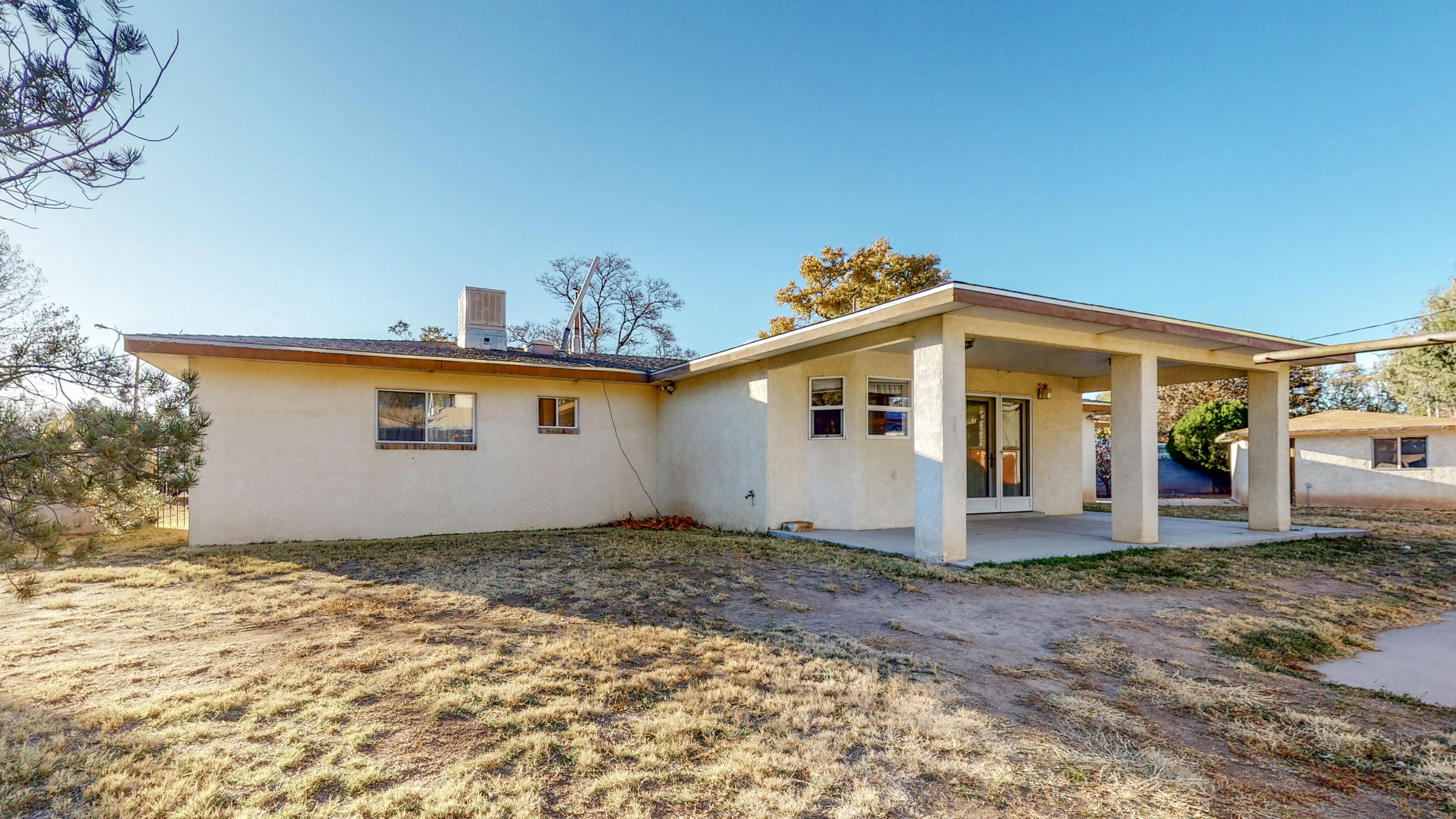 Corner lot with beautiful well-kept home in the heart of Adobe Acres. Boundless family living area, with large welcoming kitchen, and vast laundry room. Nicely groomed yard with lots of space to grow into.