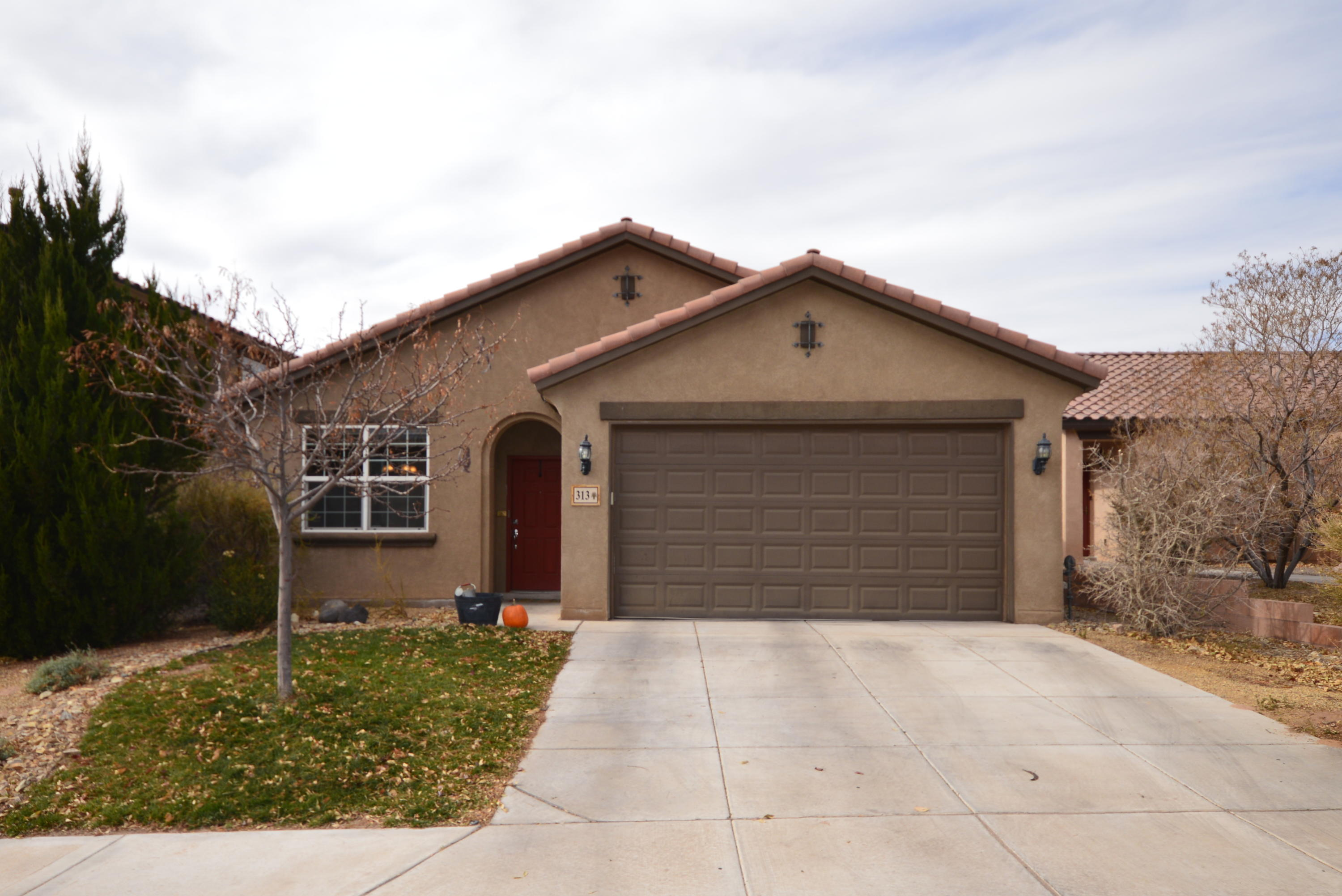 This lovely Pulte Sedella model in Loma Colorado has a bright open floorplan with a spacious greatroom. Kitchen has microwave and gas stove, dining area, pantry and bar. Three large bedrooms including master bedroom with walkin closet and bath with two sinks. Home has tile floors in kitchen, dining room and baths and wood floors in living room and hallways, and carpet in bedrooms. Fully landscaped yard with lawn and large patio and gated dog run. Home is close to community park and walking trails.