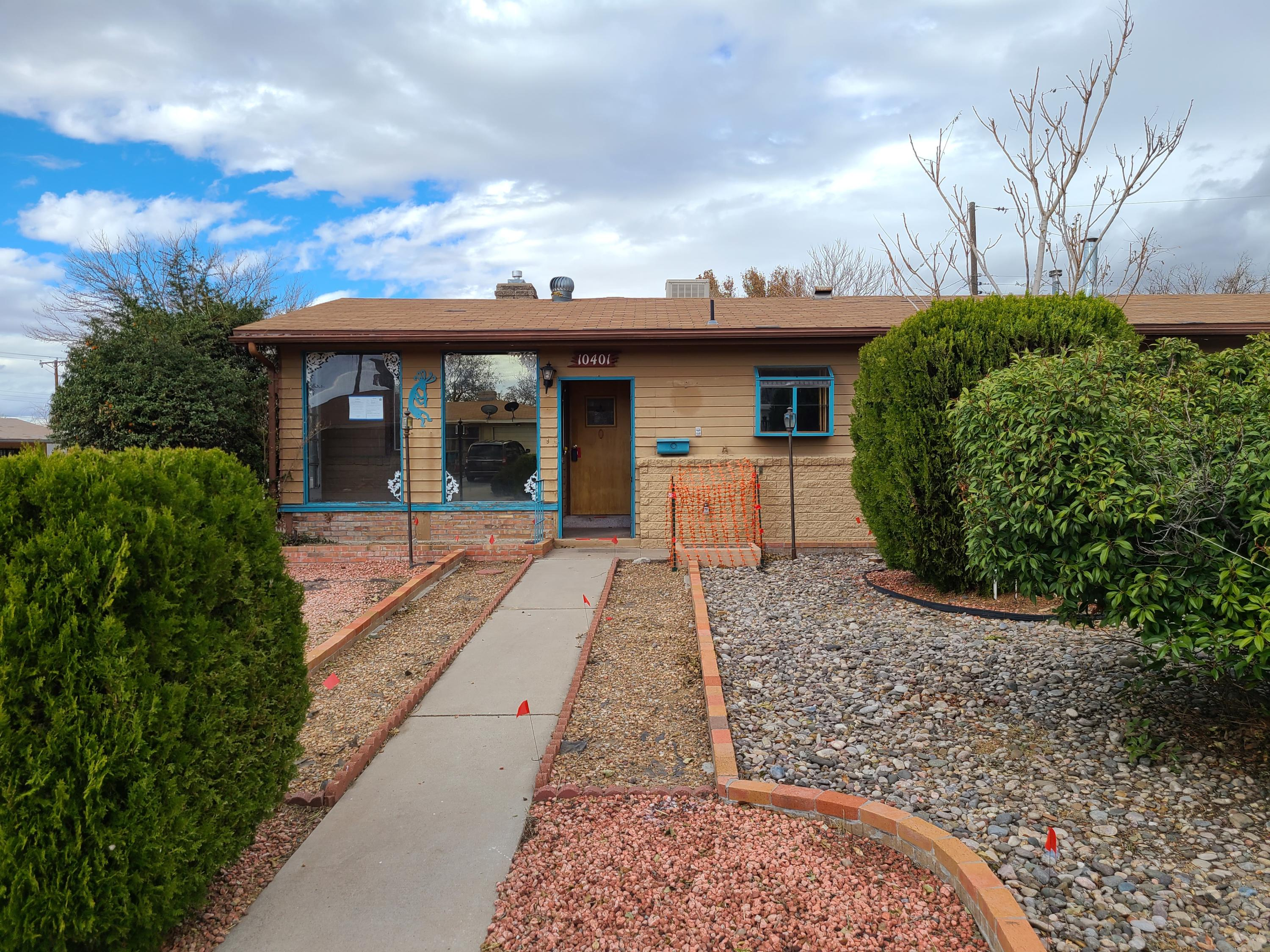 ''HUD Homes are Sold As Is''Case # 361-386431Place your Bid @ HUDHOMEStore.comwww.chronossolutions.comwww.HUDHOMEStore.comThis Coner lot, 3 bedroom 2 bath brick home is only 1.8 miles fro onate Elementary School, and only 1/3 of mile to Jackson Middle School, and only 1.4 Miles to Monzano High School. 2 Living areas, lovely living room with fireplace. A big den/family room to goes out to your private fenced backyard.