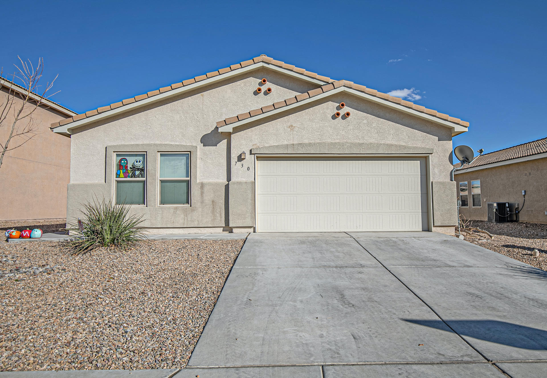 Don't miss out on an opportunity to own this beautiful home in the highly sought after Hunning Ranch Subdivision.  With its open floor plan and vaulted ceilings this home will wow you the moment you walk in!  With a possible 4th bedroom and spacious living area it will not last!  Schedule your showing today!
