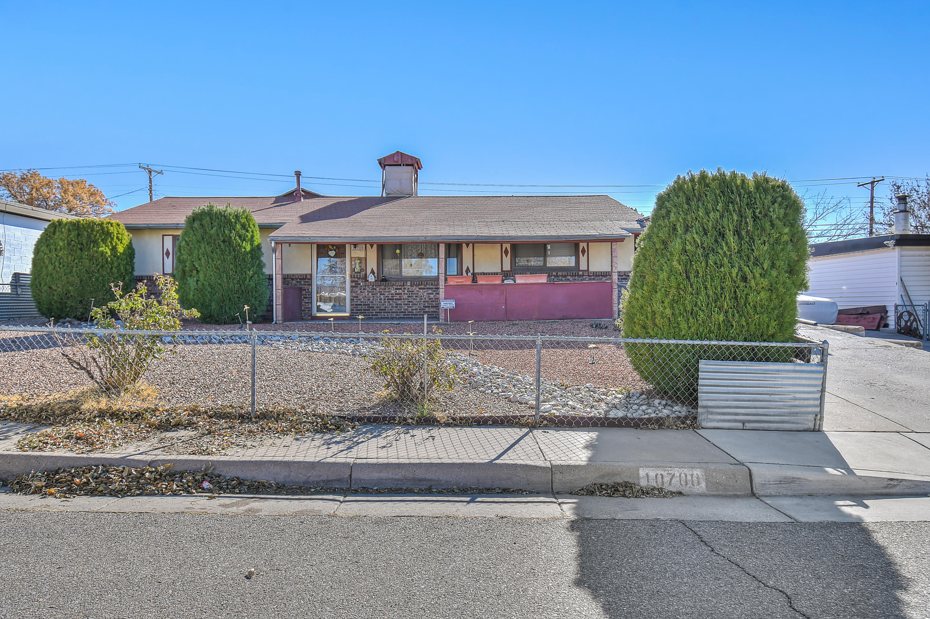 A true gem in thee NE heights;  3 bed 2 bath;  A great starter home or great for investors.  A MUST SEE