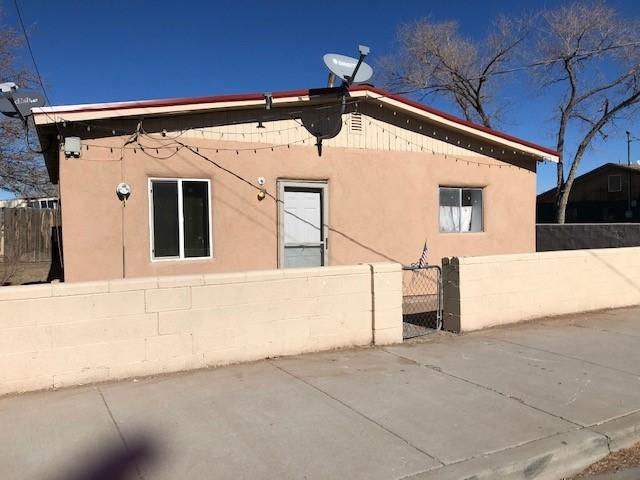 Great starter home!  This is a wonderful 2 bedroom, 1 bath home.  Home has an oversized master bedroom with a HUGE closet.  New tile in the eat in kitchen with updated cabinets and countertops.  Make an appointment today to view this wonderful home.