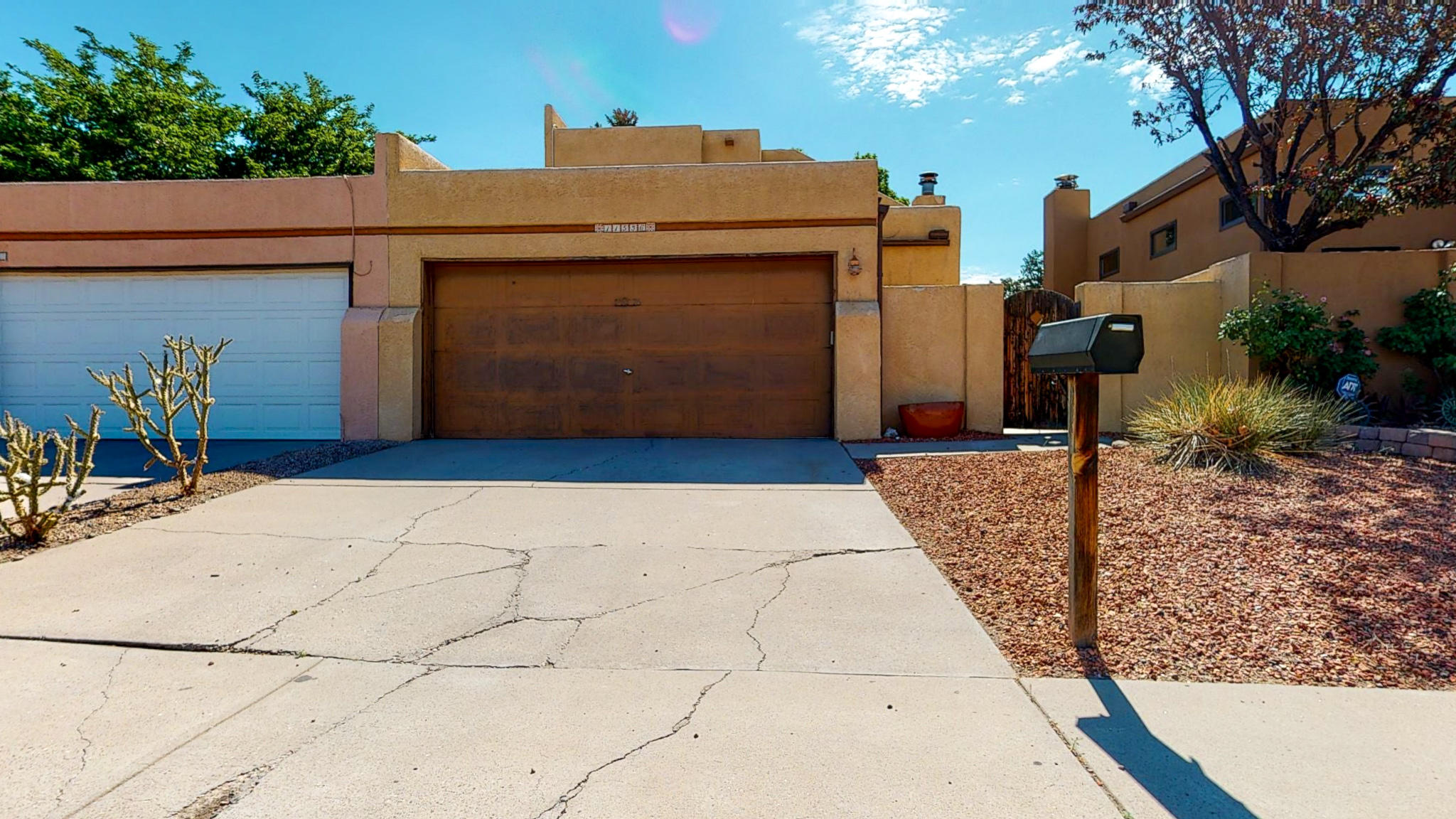 What a great location for this 3 bedroom town house. Great schools and close to shopping and restaurants. Private front courtyard and very private back yard. Home needs a little updating, bring your great ideas to make this your own. VIRTUAL TOUR AVAILABLE! Home has a new roof! This is a short sale.