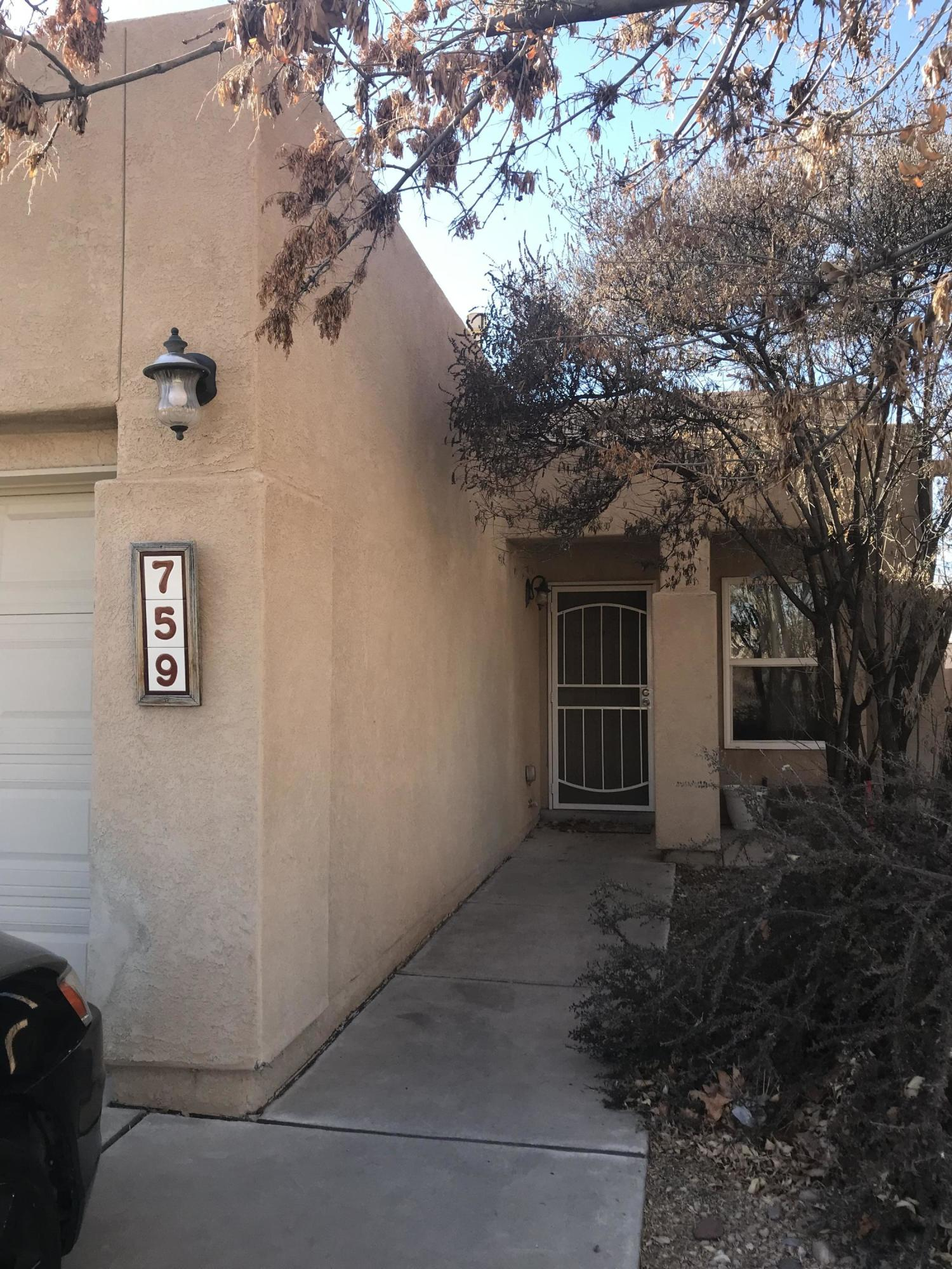 Clean 2 bedroom ready to go.Quiet street, easy access to freeway.Walking distance  to park/dog park schools etc ..Great Investment property show and sell!