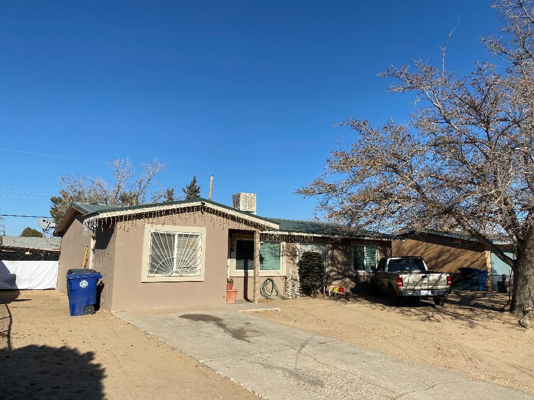 RECENT STUCCO, TILE, SECURITY BARS AND SPACIOUS BACKYARD MAKE THIS HOME VERY ATTRACTIVE! PROPERTY SHOWS WELL. POSSIBLE 4 BEDROOM AND BACKYARD ACCESS WILL SURELY BE GREAT FOCAL POINTS FOR PROSPECTIVE BUYERS.***please see LO/SO remarks for showing inst.***