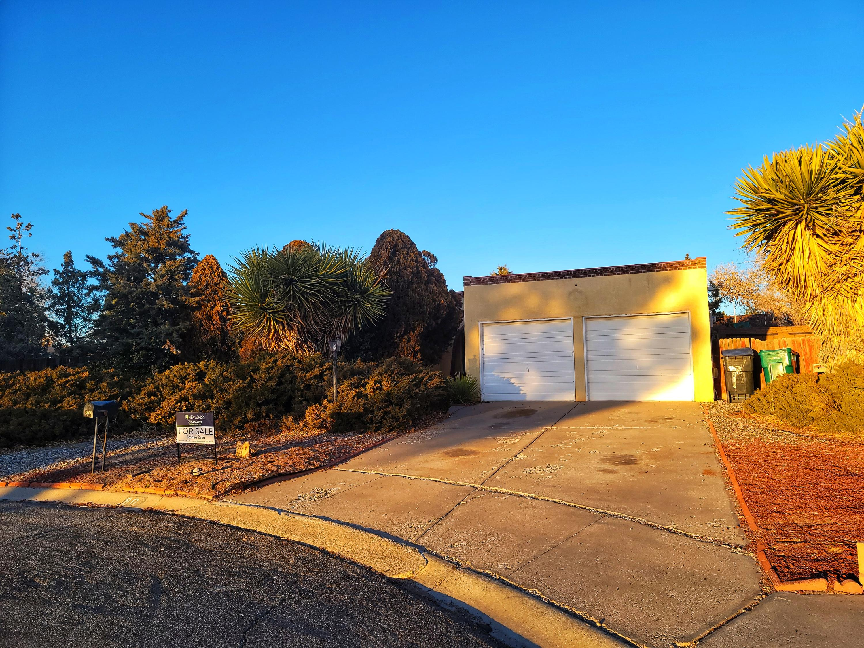 Selling AS-IS.....Great Single Family Home located in Rio Rancho. 3 Bedrooms, 2 Bath, 2 Car Garage . Close to restaurants and shopping centers. Has a pool in the Back yard that needs work.  Buyer to pay for their own Inspections for Buyers knowledge only!