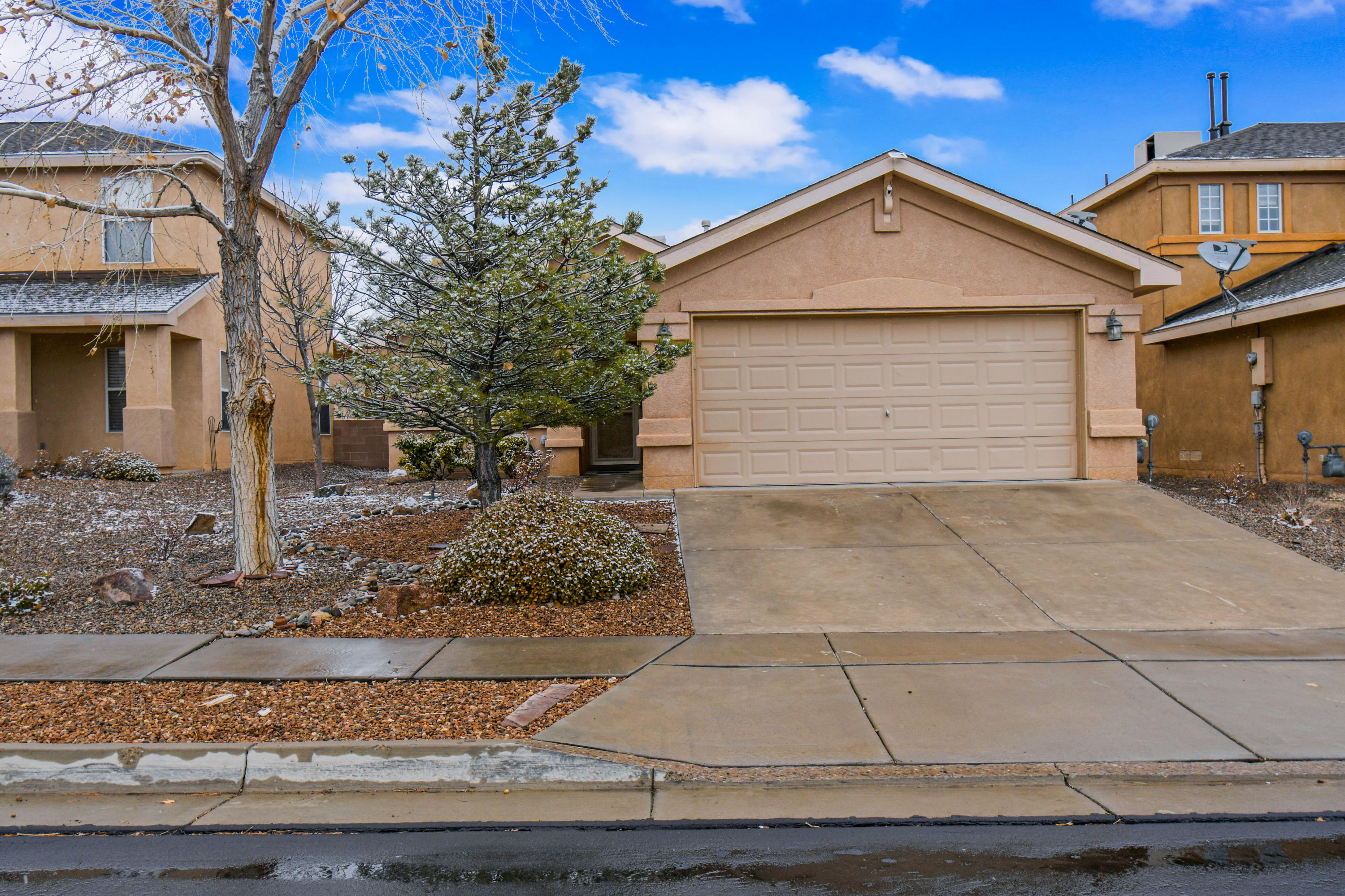 Located in Ventana Ranch, this well cared for  single story home has a great floor plan with a  large great room open to dining and kitchen. Newer carpet in bedrooms and Ceramic tile through the rest of the home.  The back yard is completely landscaped and all appliances convey!