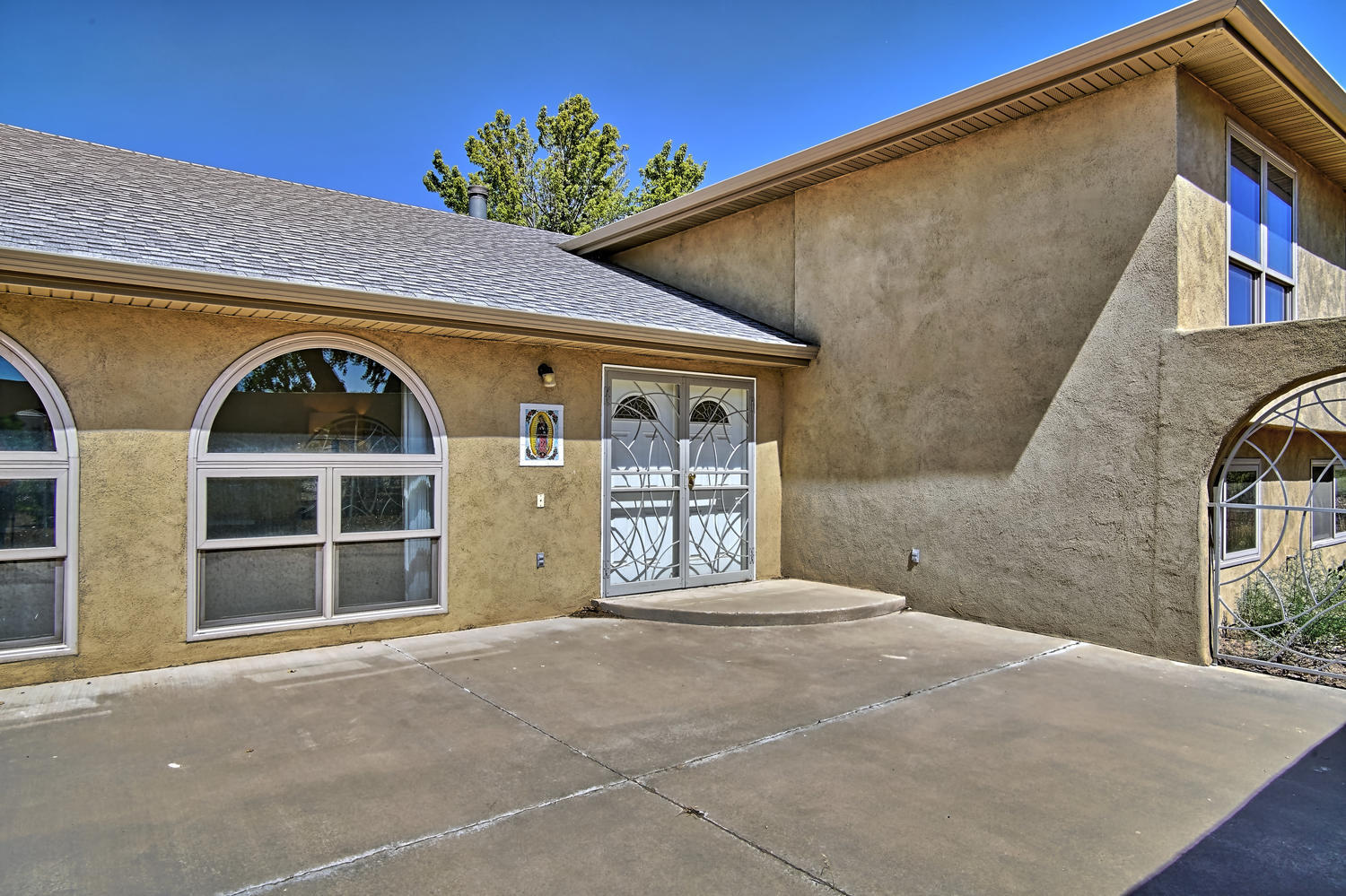 BACK ON THE MARKET!! This FULLY REMODELED Tri-Level home is waiting for you. Home features 5 bedrooms, 4 baths, and a theater room, and it sits on a full Acre. It is Modern and sleek inside with all NEW wood floors and FRESH carpet and paint, newer roof, 2 refrigerated air units, & a newer water heater & windows, all with brand NEW Hunter Douglas blinds. The kitchen, w/ all NEW stainless steel appliances, opens up into multiple living areas that are perfect for entertaining. The whole place is bright and open. The Master bedroom has its own private spa-like full bath w/ radiant heating in the floors. This home has so much space and storage, and is ready for you to call it your home. Come see it before it's gone! *Please note, this property is in a Flood Zone, and requires flood insurance.