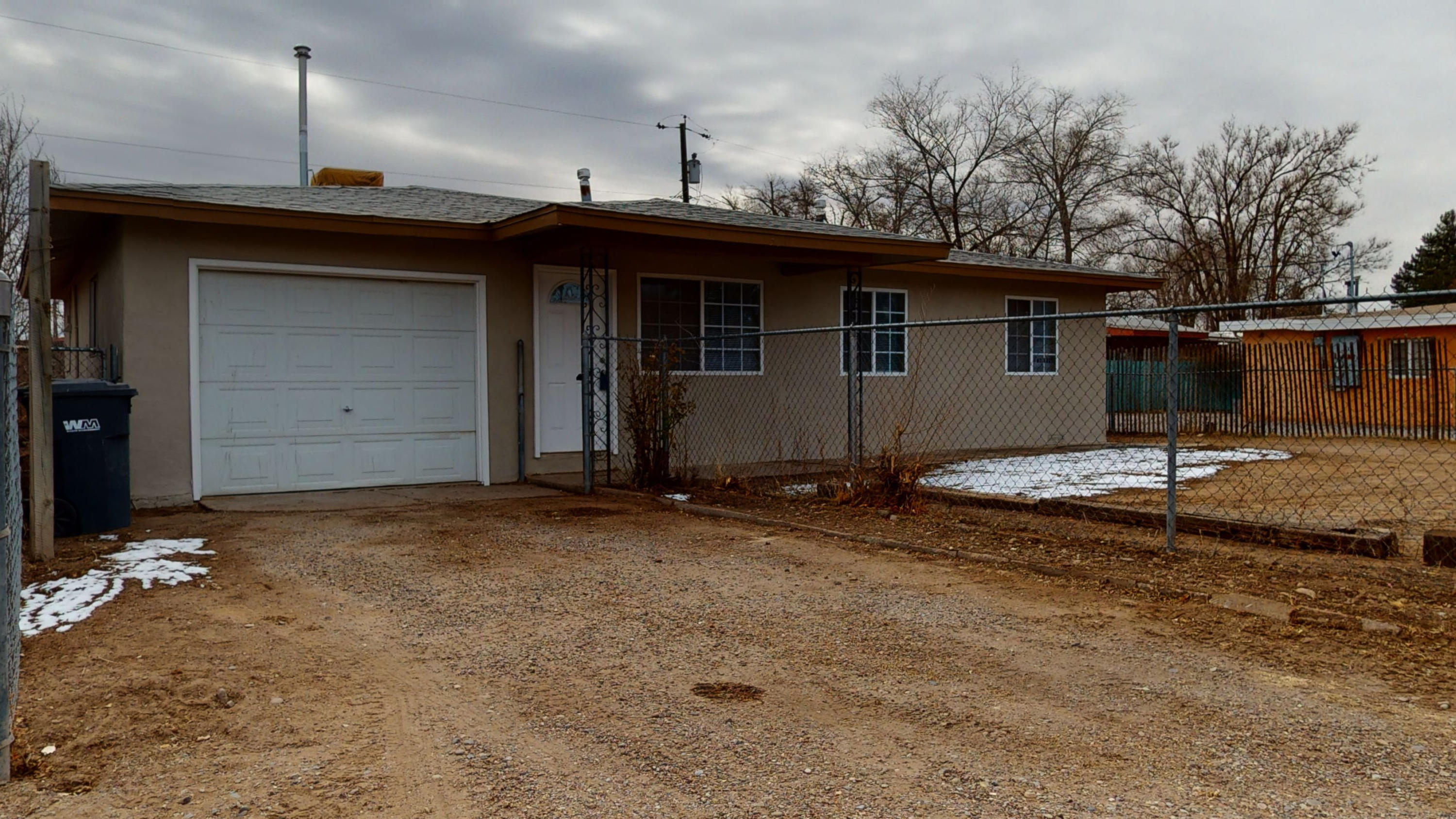 Really nice updating to this cute North Valley home on a quiet cul de sac. BACKYARD ACCESS. Big covered porch in the back to enjoy Summer evenings!  NEW: Granite countertops, carpet and water heater. Very close to Paseo access.  You're going to love this one!  Vacant and safe to show!