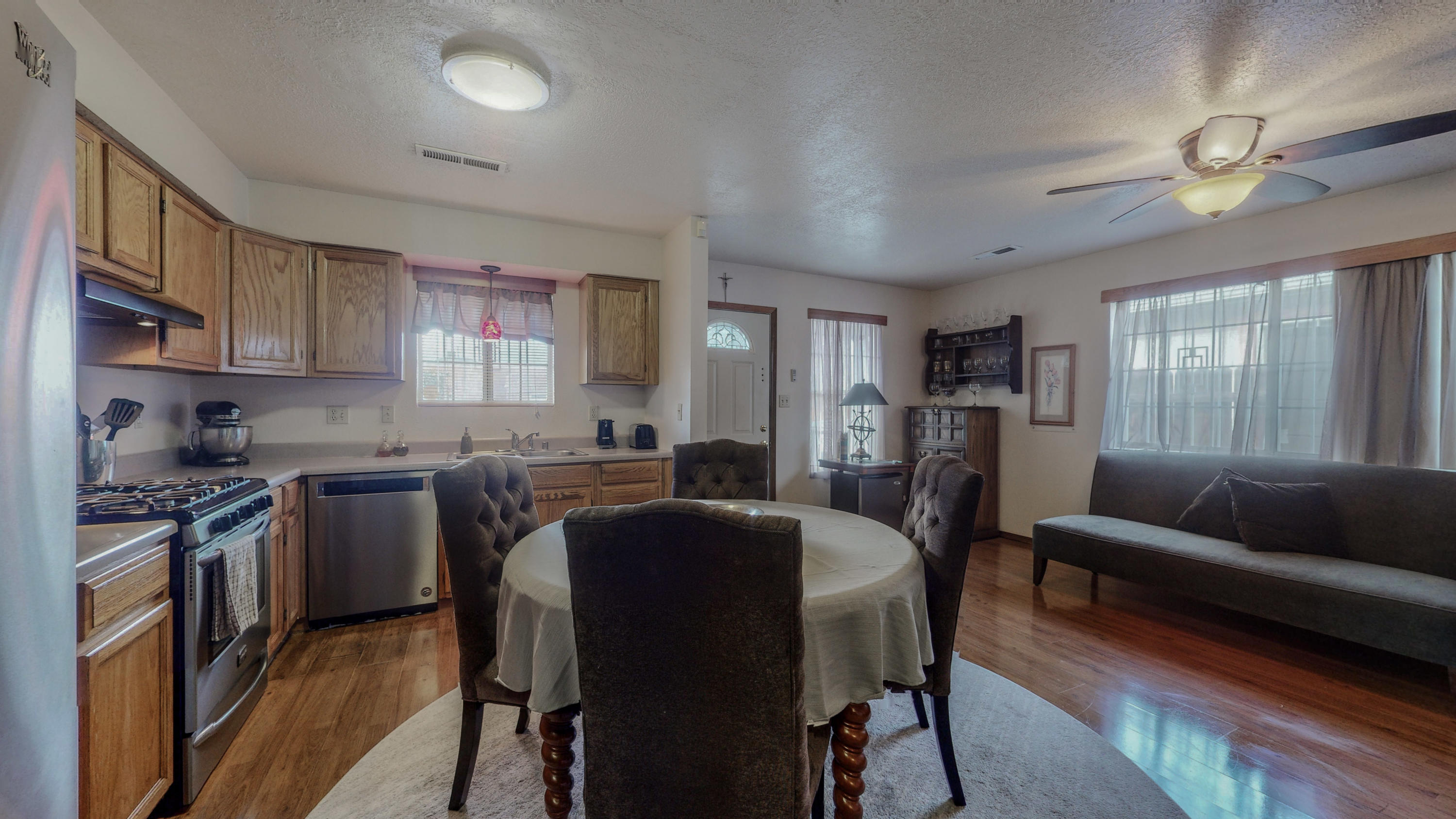 Great 2 bedroom home in Barelas neighborhood close to the Barelas Coffee house and the Hispano Cultural Center.   The home  features a open floor plan to maximize living and kitchen room.  The main suite has access to the back patio and a walkin closet.This home is a must see!