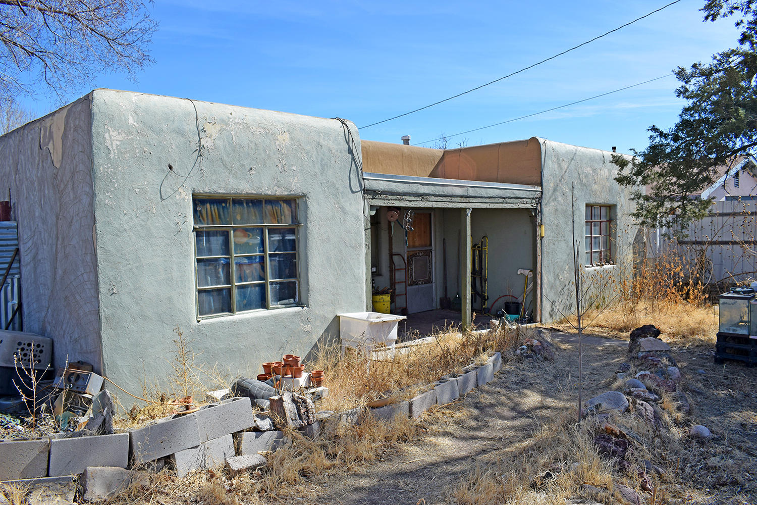 Tons of potential!! Right in the heart of Socorro, this could be the ideal location to call home or open up a business!