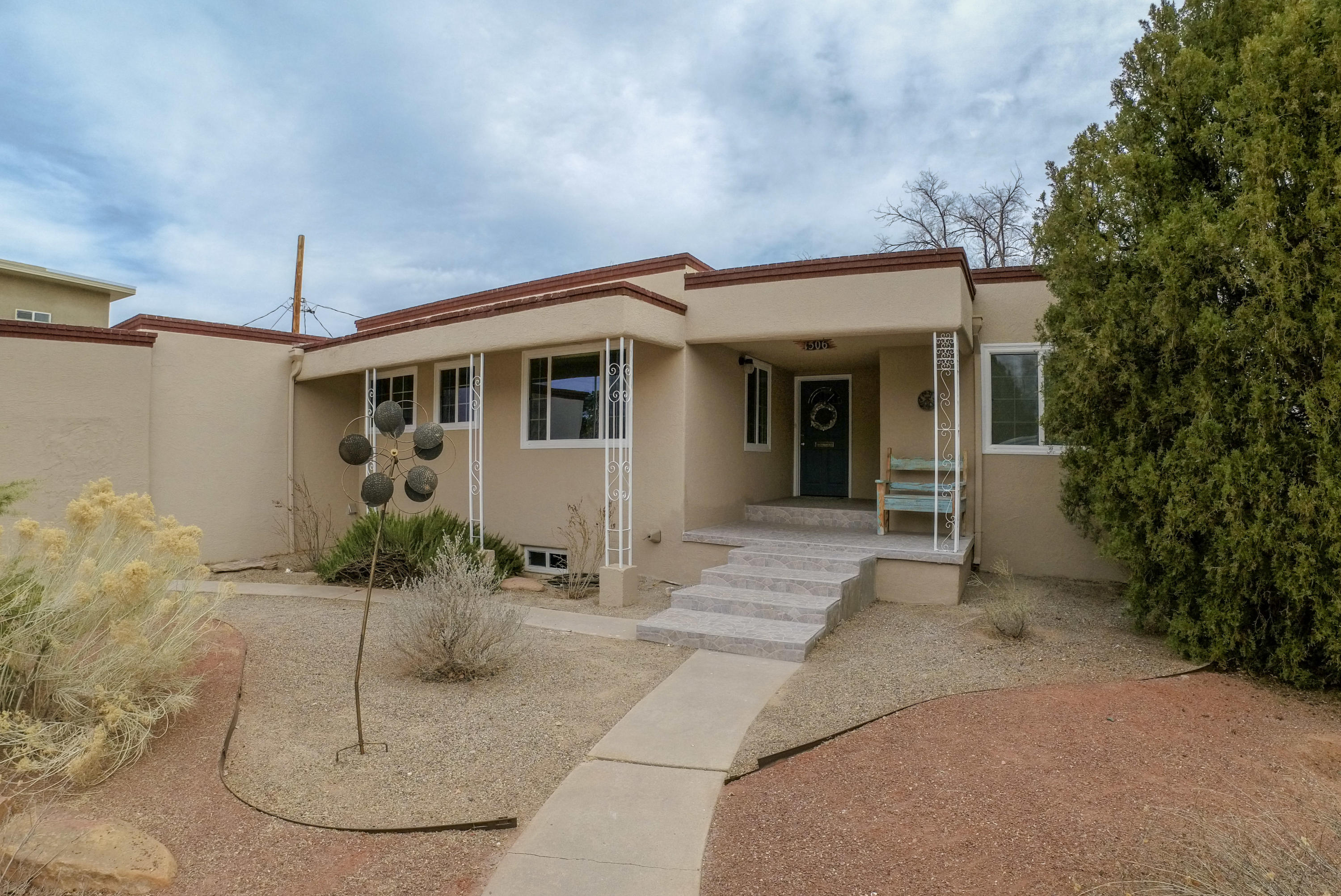Stunning split-level mid-century-modern home in historic Netherwood Park area. Thoroughly updated and fully modernized but with vintage touches throughout. Completely remodeled kitchen including all new custom cabinetry, Corian counters and an all new suite of stainless appliances. Two large living areas plus 360 sq ft bonus room. Both baths remodeled with new tile, new cabinetry, new fixtures and new hardware. Wrap around balcony with breathtaking city and mountain views. Located on a quiet leafy cul-de-sac in a beautiful tree lined neighborhood. Walking distance to University golf course, Netherwood Park, and UNM North Campus.