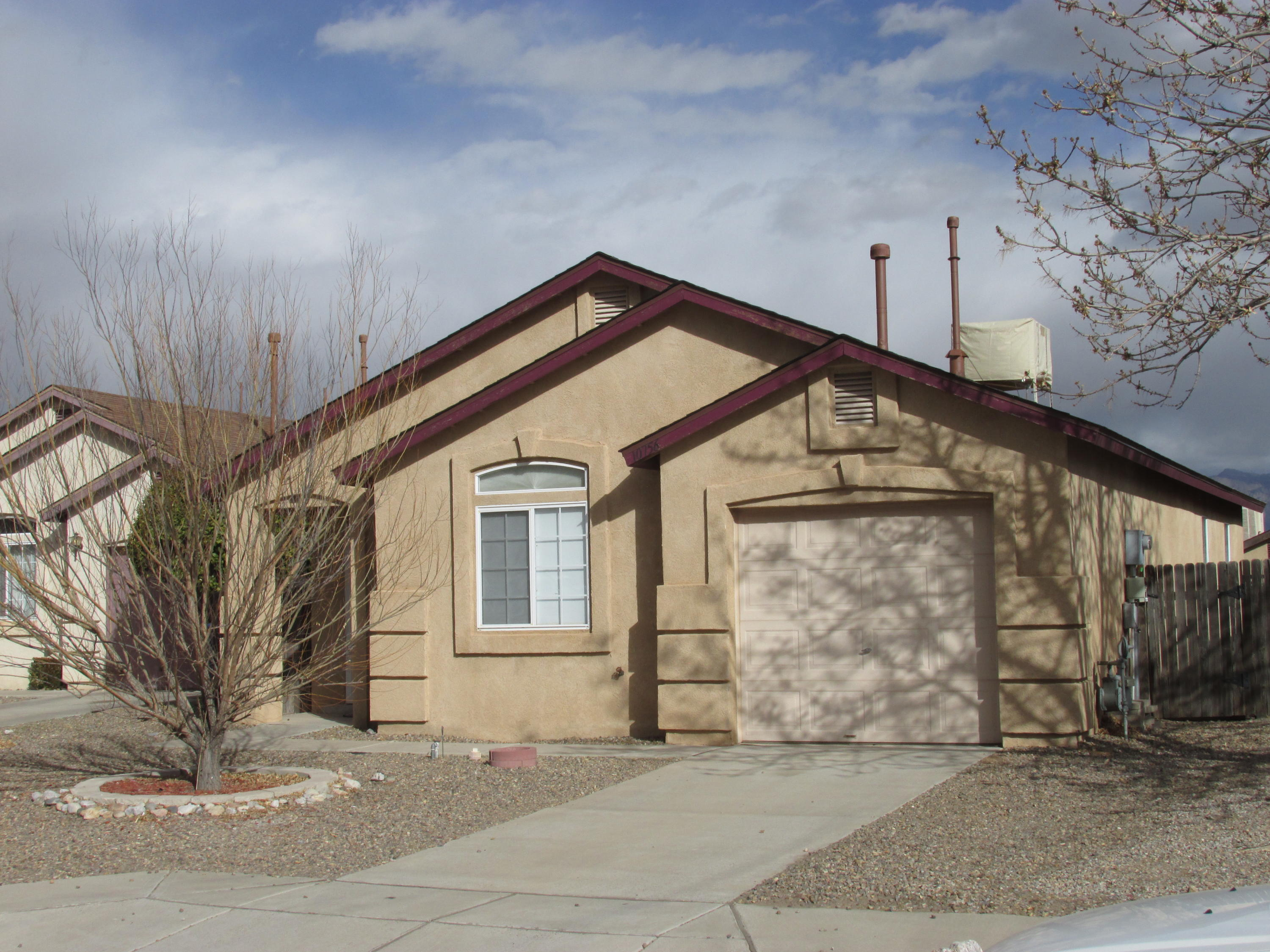 This two bedroom home (with two full bathrooms) has views of the Sandias from the kitchen and master bedroom. It also had a new roof installed in January 2021. You could be the one who enjoys transforming the backyard into an oasis.  With vaulted ceilings and a 19 foot long kitchen and dining area, you could be cooking and living here in less than 60 days depending on your lender.  The gas fireplace adds ambiance and takes up no floorspace in the living room.  Longford built this in 1999 and the house is only five minutes away from Rust Medical by car.