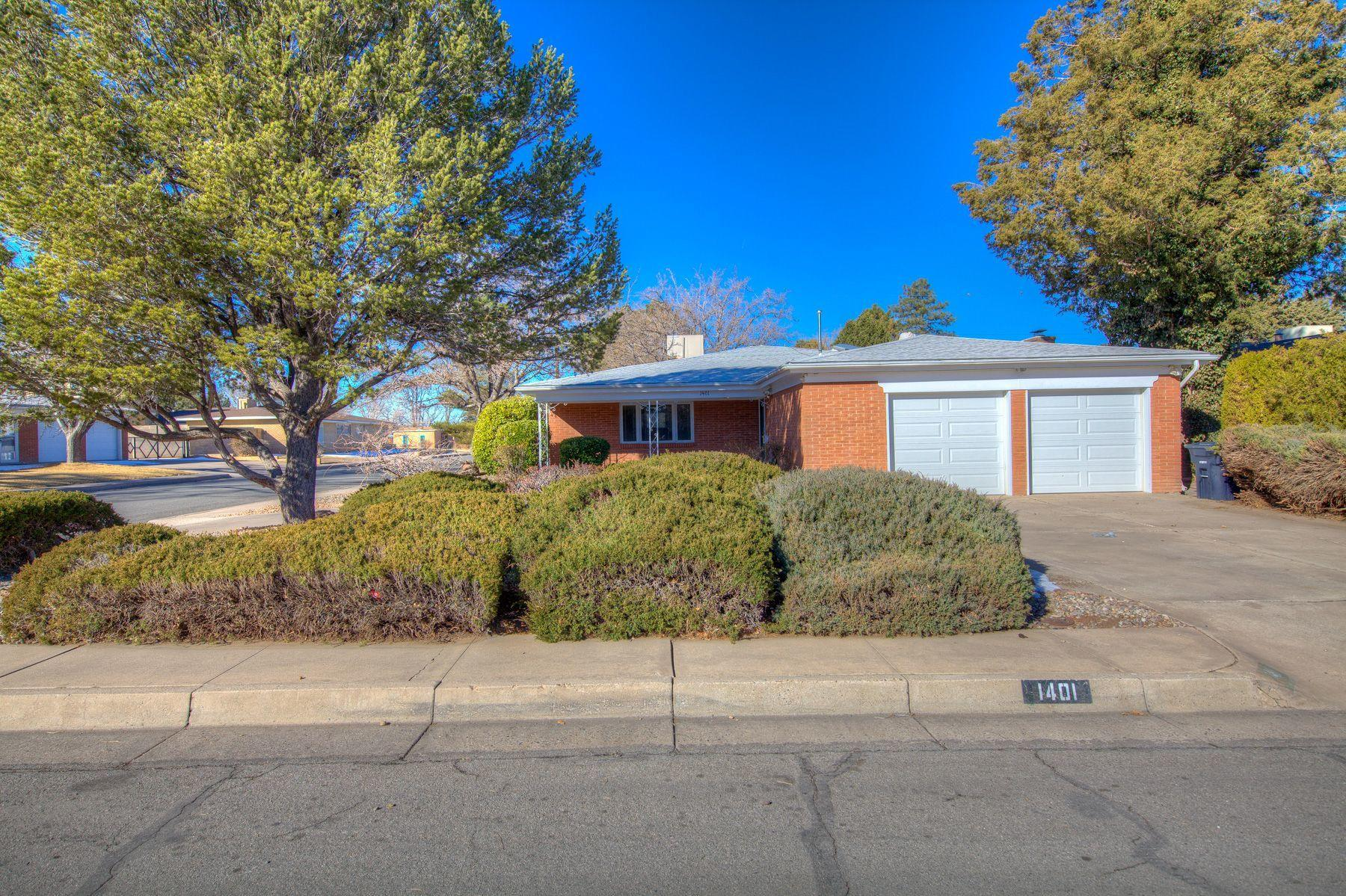 Come view this UPTOWN CHARMER!!!!  House has went thru recent updates that include new bathrooms, new flooring, new paint, granite, and kitchen back splash are just a few of the recent upgrades the seller has completed.  View this property before its to late.