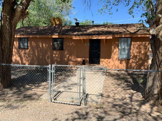 Very affordable Cozy little house on a big lot with back yard access. Very well maintained, close to shopping centers and easy access to freeway.Back on the market financing fell through.