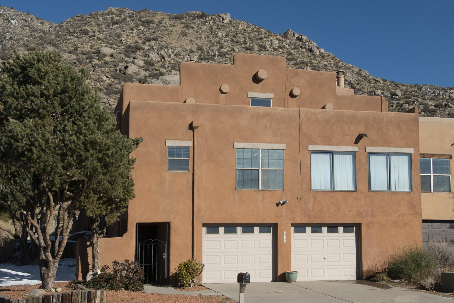 Bright & sunny townhome at the base of the foothills with the backyard looking right at the Open Space and trail heads to some of the best trails the city has to offer. Garage & entry are the main level with stairs (outfitted with chairlifts) headed to the upper level. Beautiful city & sunset views from both the kitchen & the formal dining area. High, soaring, beamed ceilings and a central atrium next to the wood burning fireplace will keep you cozy. When it's bedtime, enjoy the generous master suite with plenty of room for a reading chair or treadmill complete with a sunny view of the foothills. Separate laundry room shares the door to the backyard. Venture outdoors in a neighborhood that regularly has a cast of characters including coyote, foxes, raccoons, deer and on rare occasions