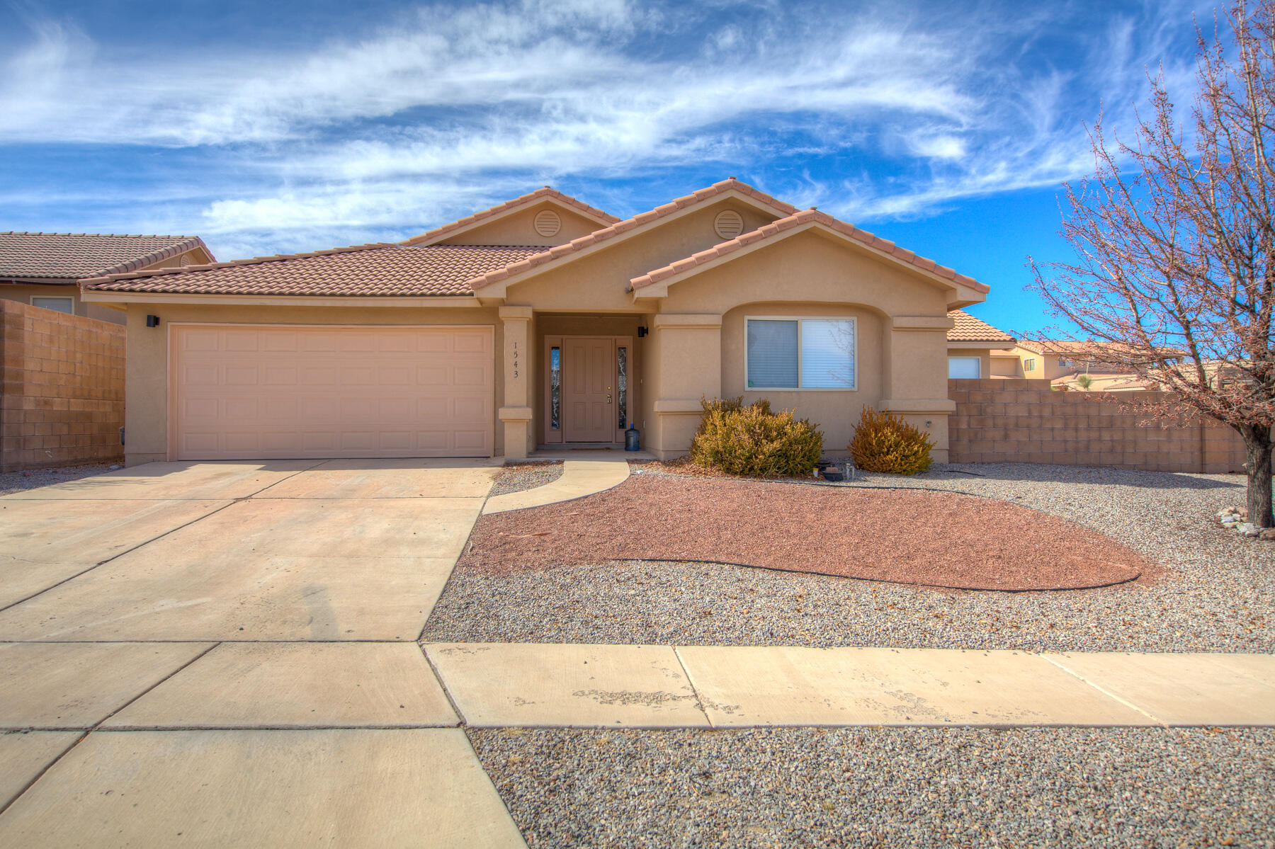 : One story, open concept floorplan situated on a corner lot. This Joe Boyden built home features 4 bedrooms, a spacious great room with a fireplace and vaulted ceilings. Open kitchen with  stainless steel appliances, pantry, and bar. Owner's suite with two closets, bath with separate garden tub, separate shower and double sinks. The other 3 bedrooms are on the opposite side of the house with an adjacent full bath. Nice  flooring in the kitchen and living area, separate laundry room, 2 car garage, fully landscaped backyard, and covered patio.
