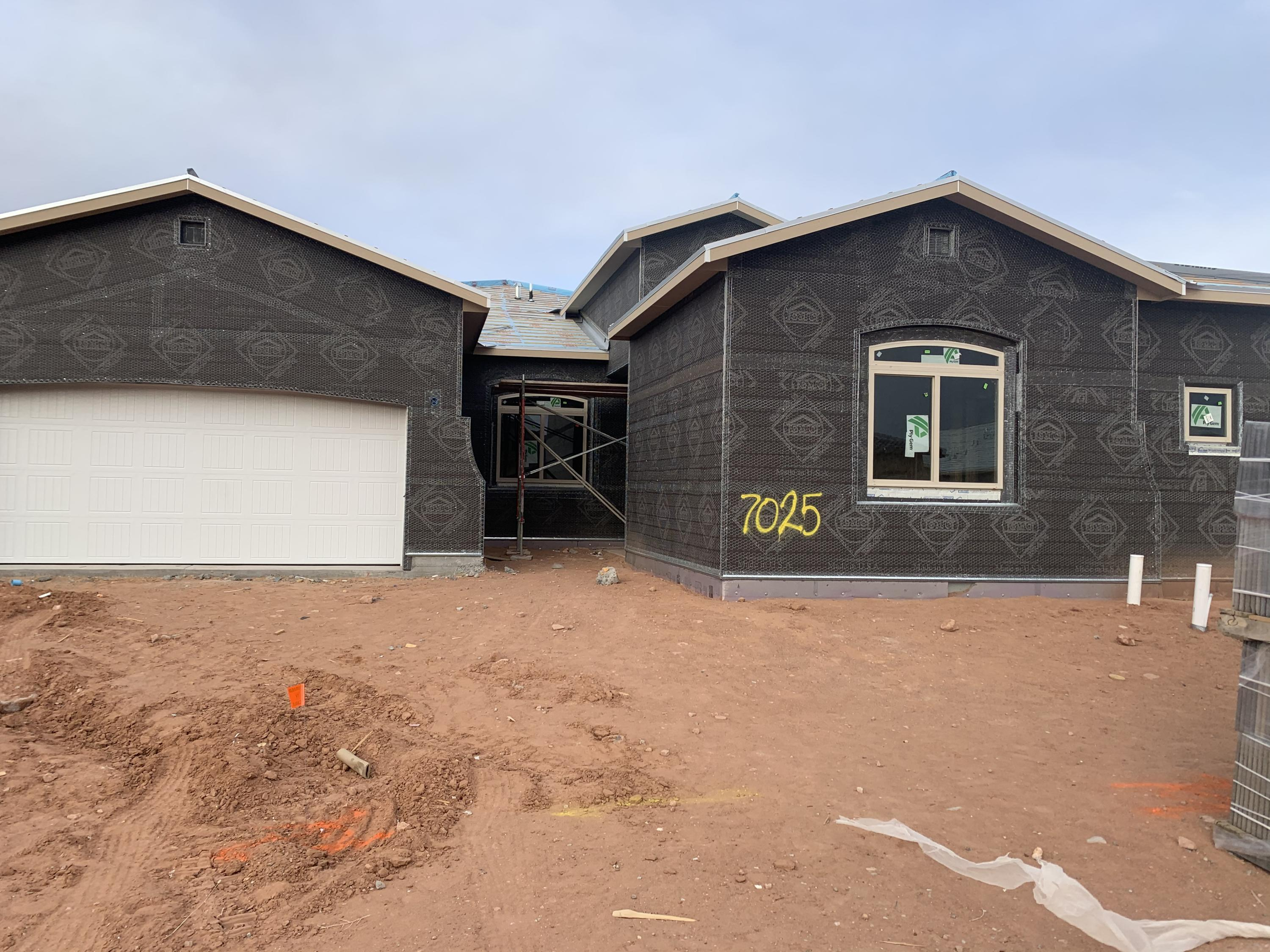 The Victoria by Abrazo Homes boasts a functional design with casita option included.  Views from the back yard complete this home with over 2800 square feet of living space.  The Jack and Jill beds with walk in closets or the Owner's suite offering his and hers closets. Granite counter tops and Gormet kitchen by Whirlpool. Late spring completion on this brand new Abrazo located in Lomas Encantadas. Comes with New home warranty and Abrazo Smart Package.