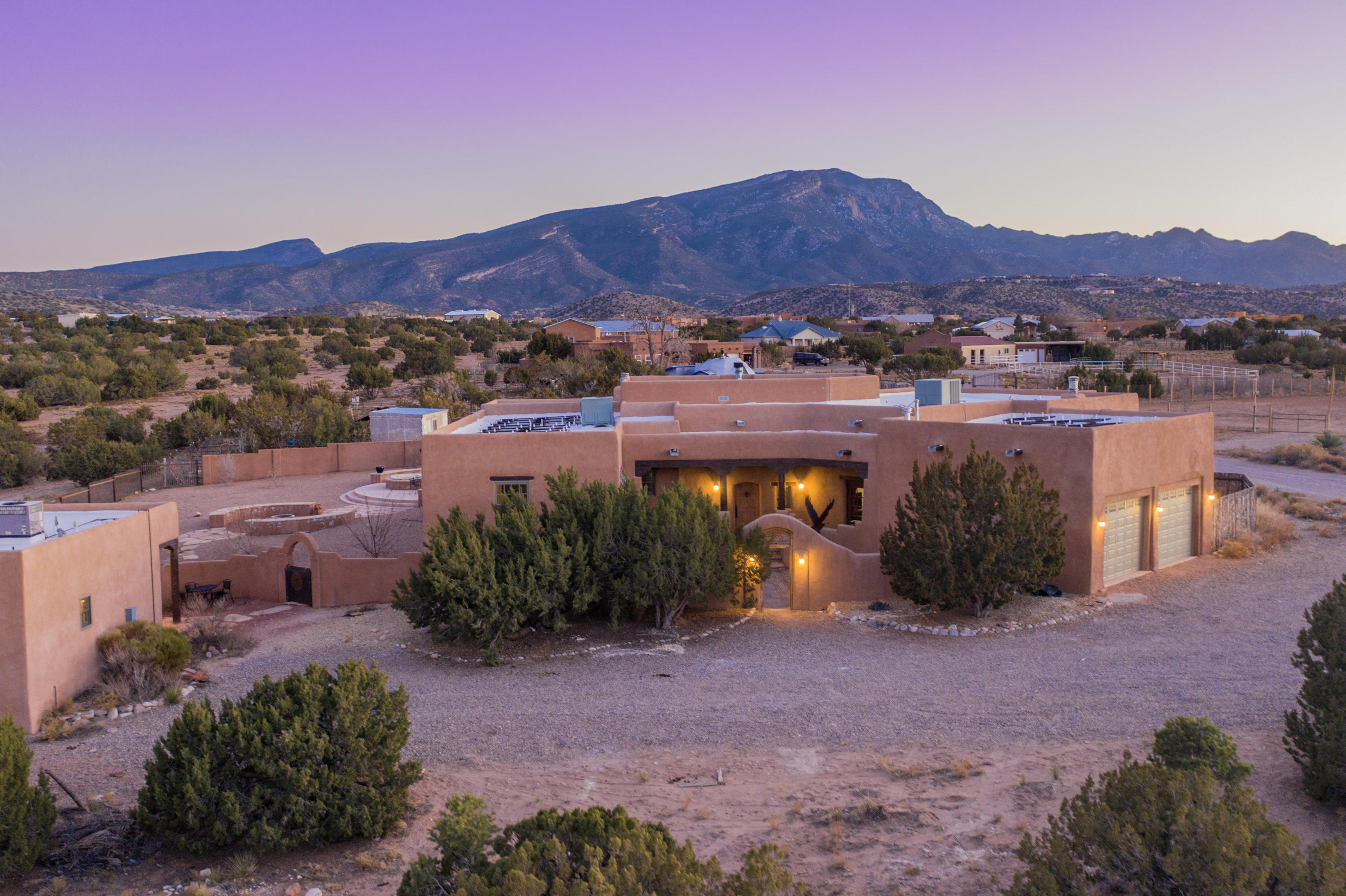11 TOAD ROAD, PLACITAS, NM 87043