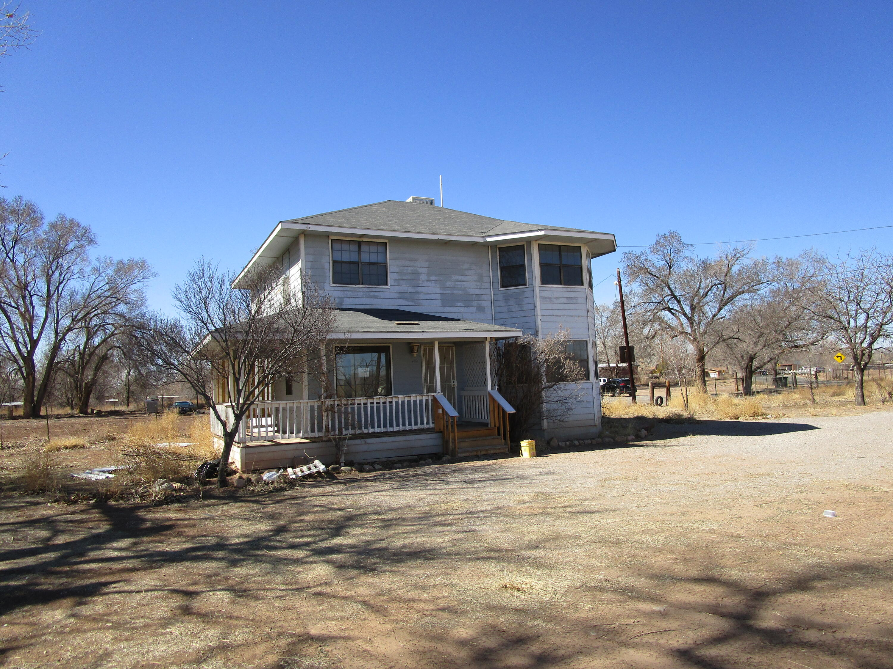 Wonderful Opportunity  home located in the heart of Peralta. Close to schools shopping and 20 minutes from Albuquerque. Perfect to add all your touches.