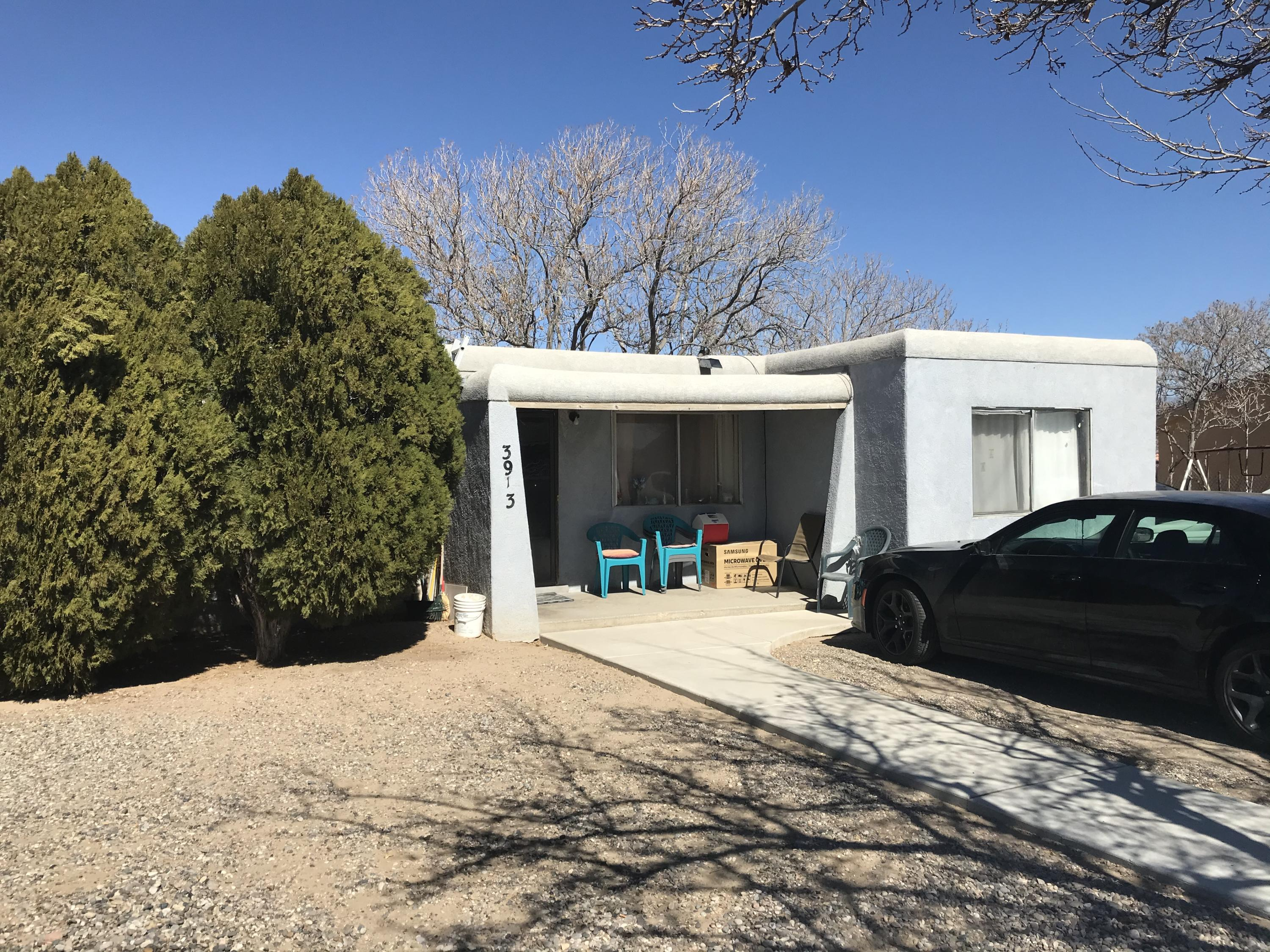 Nice quiet neighborhood in the Southwest. Three bedroom with an additional hobby room. 2 living areas.Large quarter acre lot!