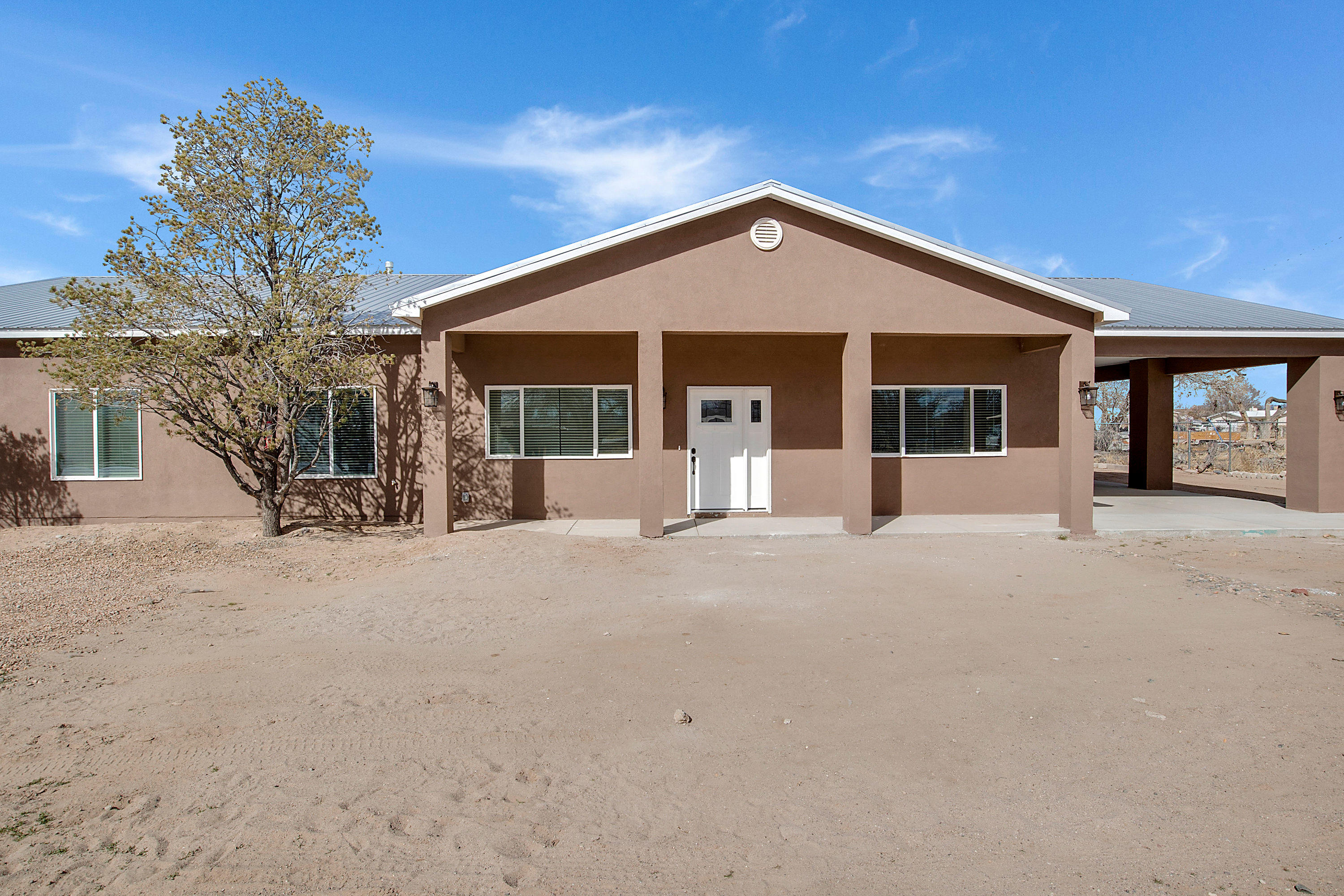 Beautiful Home on the South Valley!! Total sqft 2609 sits on .55 acre on the south Valley includes 4 bedroom, 2 bath, raised callings, open living room and spacious kitchen design and so much more.  Home is currently in the finishing stage working on the landscape....call to see this home today!