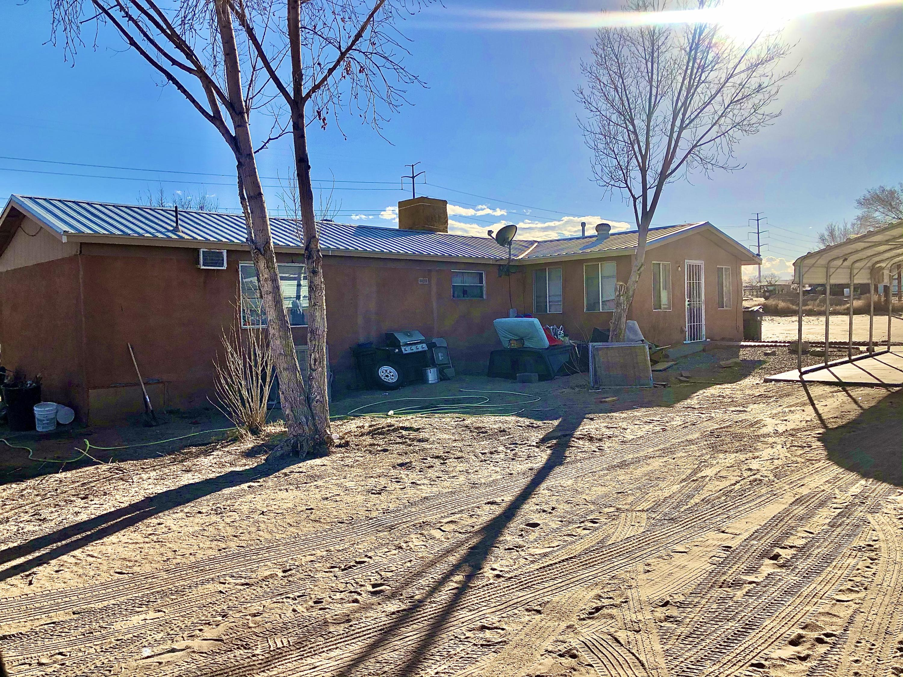 20 ACRE RANCH WITH RODEO CORRALS AND STALLS, INCLUDES THREE HOME$ ONE TRAILER HOME, ONE (1987)MANUFACTURED HOME, ONE DETACHED REGULAR HOME. OVER 10 BEDROOMS TOTAL!! WHAT AN OPPORUNITY!!!..MAKE AN APPOINTMENT TODAY!
