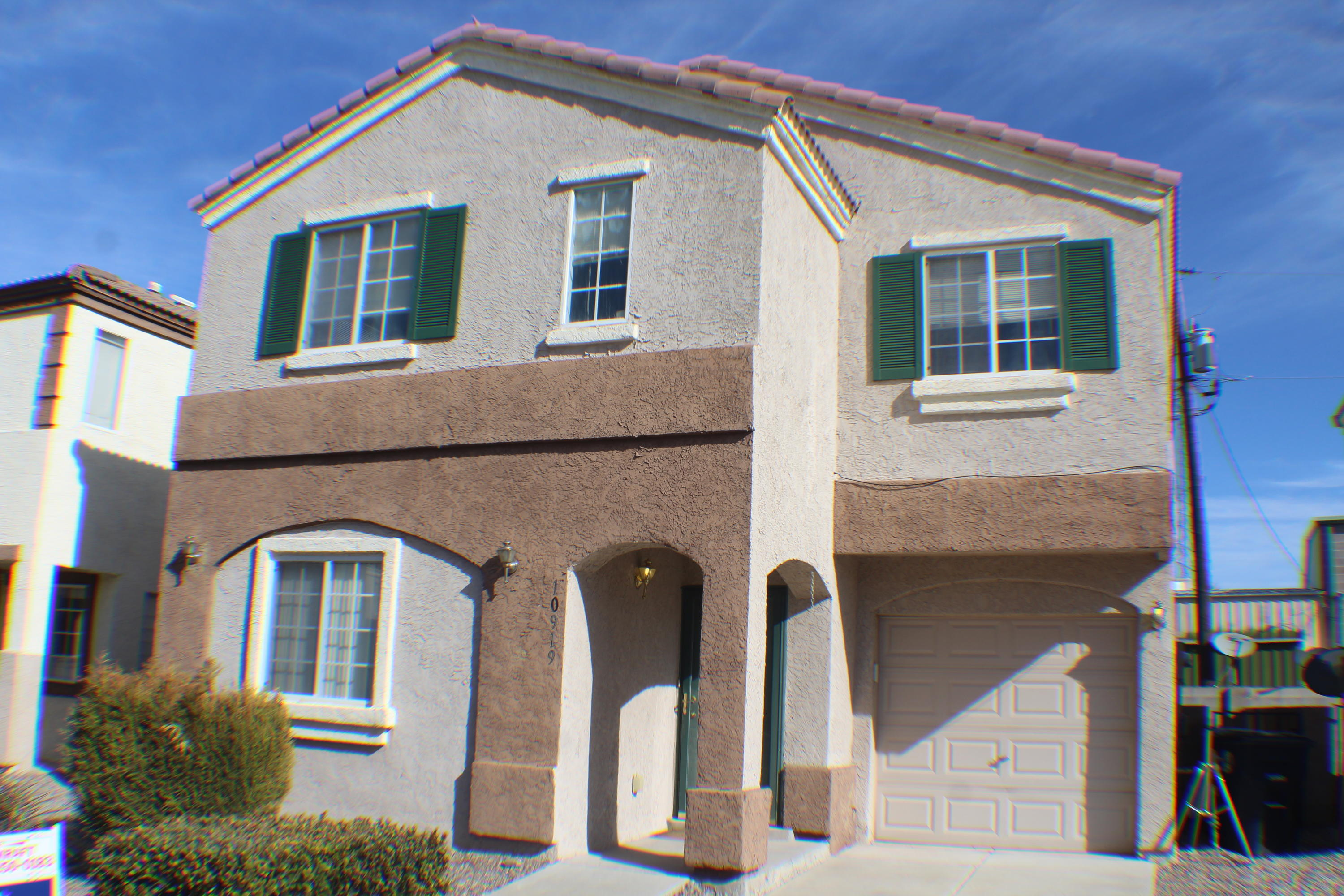 Great little house in gated area has terrific floor plan. 3rd bedroom downstairs has full bath . Master bedroom has huge sitting area, two large closets, two ceiling fan lights, garden tub in bathroom. Loft area has large windows.