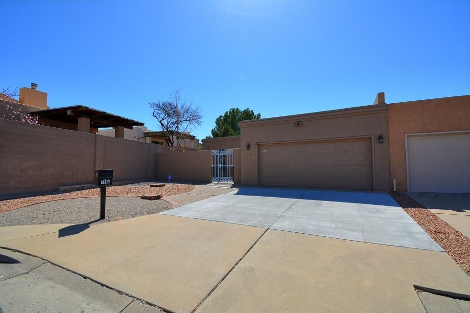 Patio home in the perfect NE Heights location! Two bedrooms and extra living area provide plenty of living space. Master suite with two large closets. Several skylights throughout to bring in the natural light. Gated front courtyard to enjoy the outside. Roof and stucco exterior were recently refreshed. Little to no maintenance required on the landscaping. Come see it quick before it's gone!