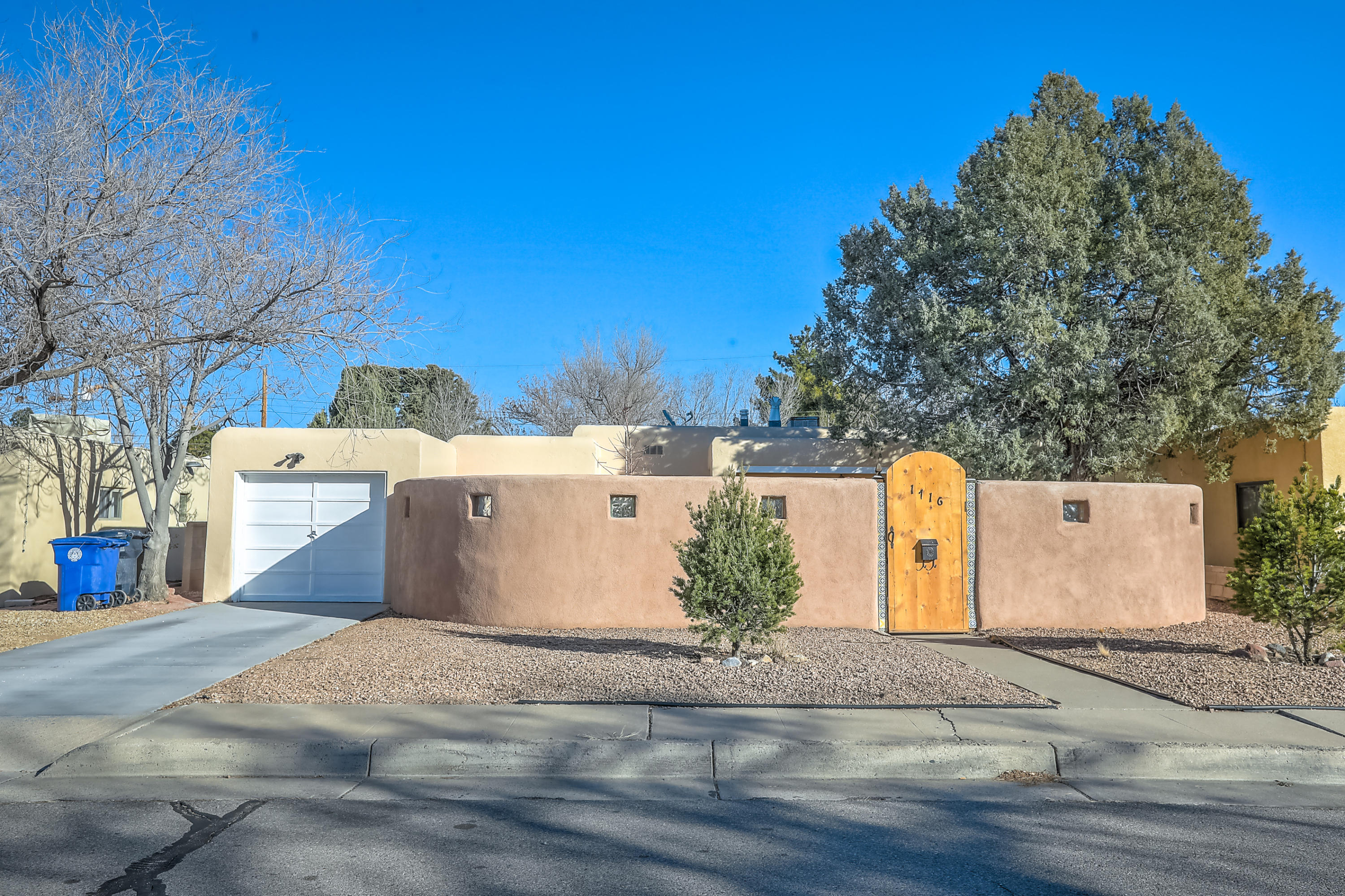 Charming Vintage North Campus home.  Just blocks away from Netherwood Park, UNM, the North Course, and the Whole Food and shopping. Brand New Membrane Roof, less than I month old.  Many many updates.... This is a wonderful home in a great community.