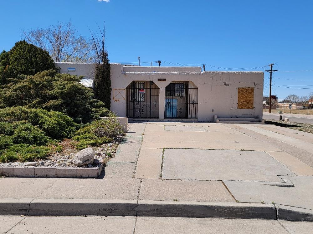Bring your vision, this home is waiting for new life!  The home located in the NE Heights features .22 acres, back ally access, views of the Sandias.  Close to KAFB and Sandia National Labs. This is potential waiting to happen.  BEING SOLD AS IS/CASH PLEASE REFER TO LO/SO FOR SHOWING INSTRUCTIONS.
