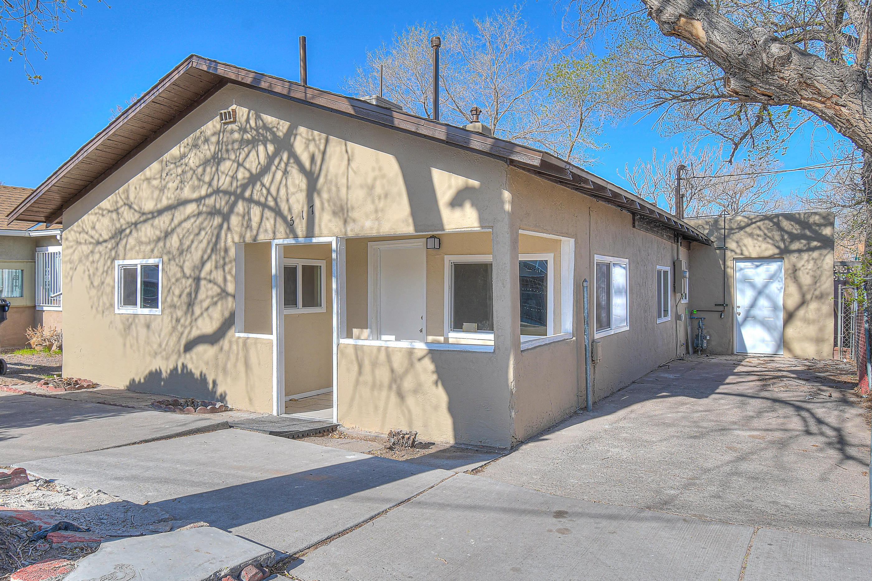 Charming downtown home has been tastefully updated and is move in ready ! This lovely home also includes brand new strainless steel appliances!