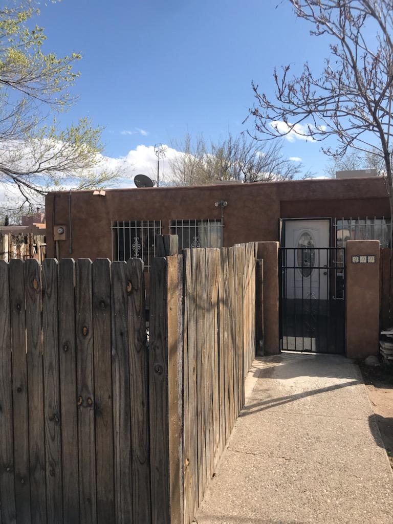 Wonderful Brick floor home, it fetures a fireplace.Bathroom has two separate showers.Conveniently close to stores, schools and major highway.