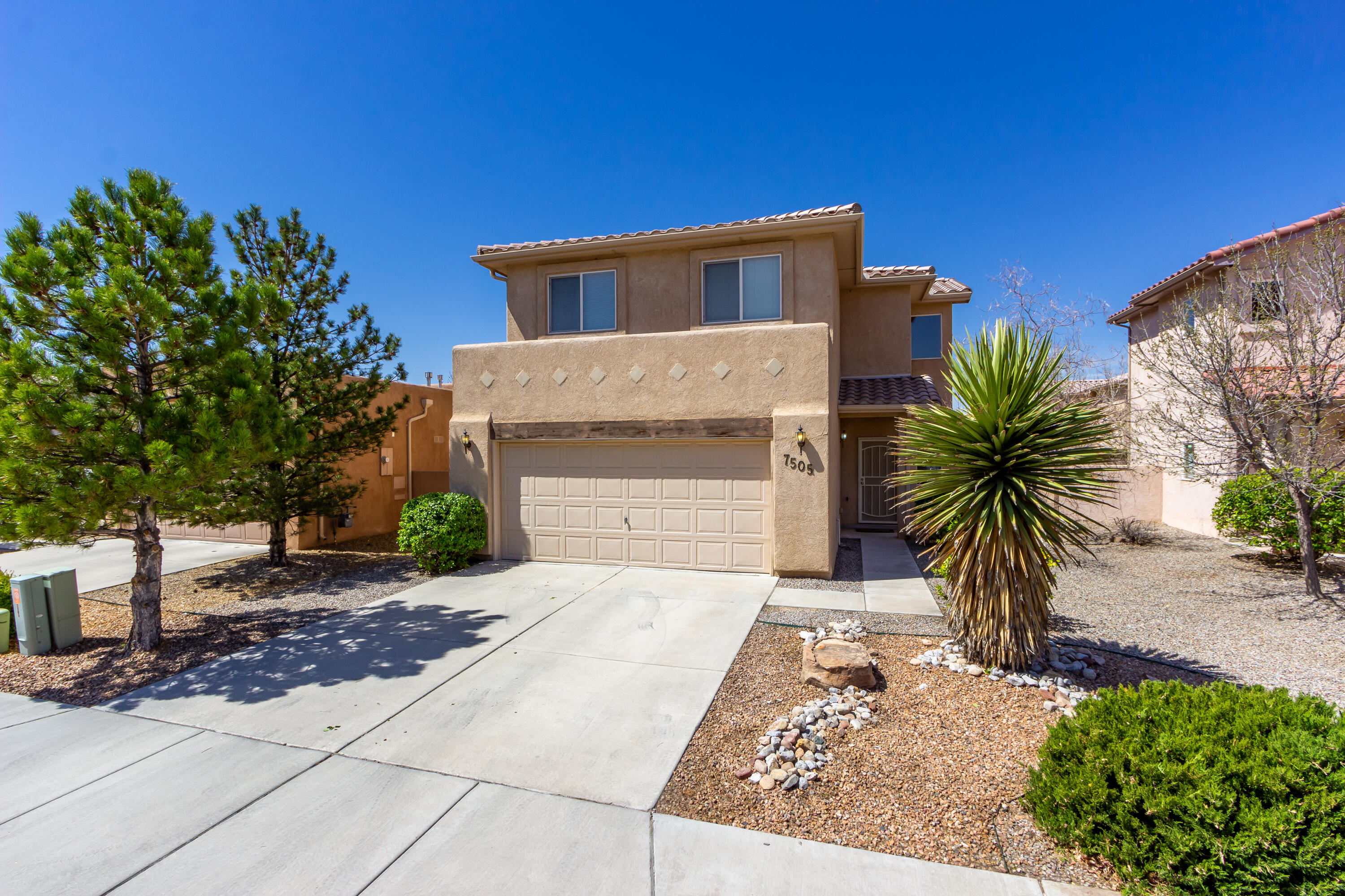 Welcome home to this lovely 4 bed 3 bath home in Vista Del Norte! Open floor plan and lots of room. Great backyard perfect for summer BBQ's. Walking and running trails and easy access to Paseo Del Norte and I25.