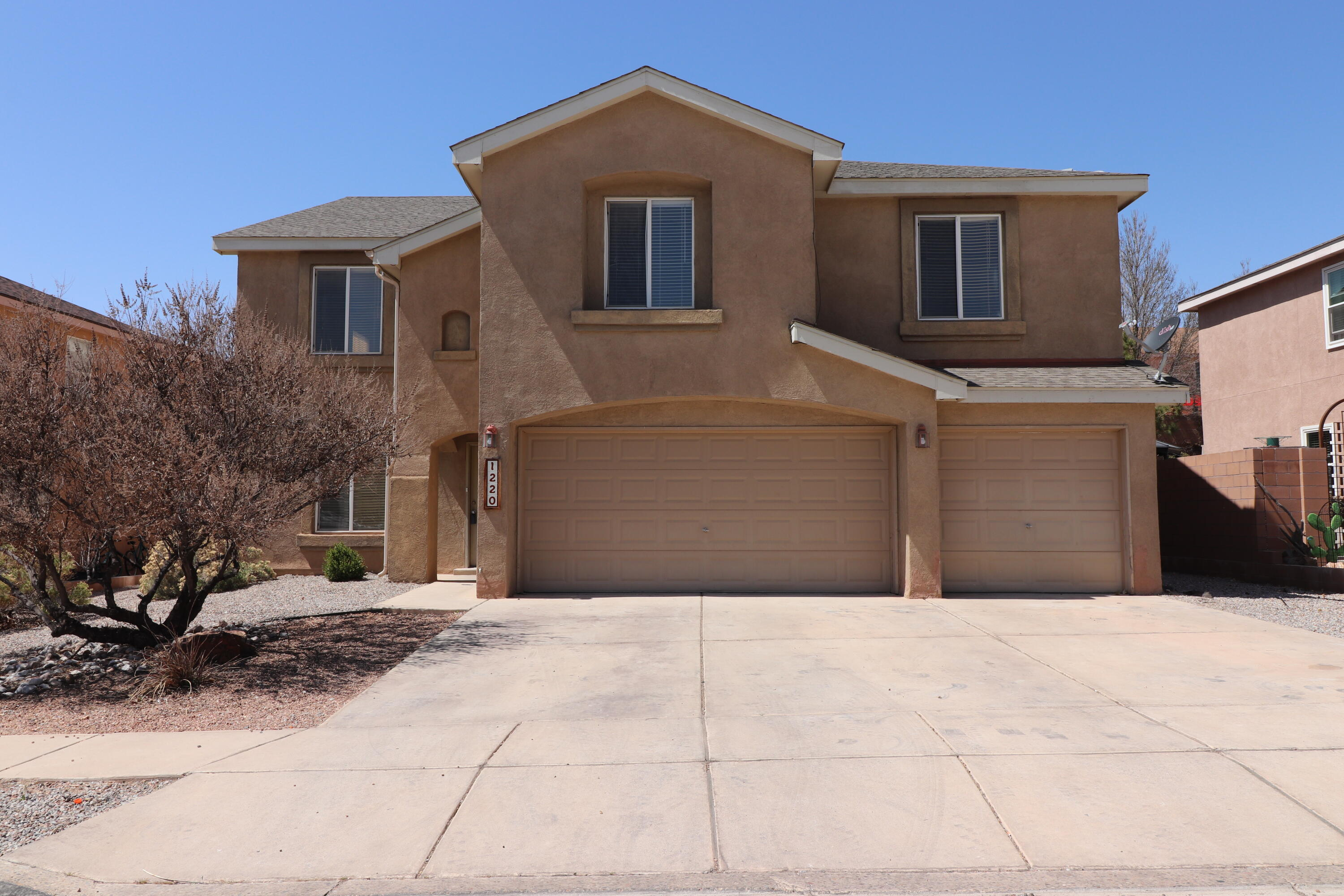 Stunning 5 Bedroom 3 Full bath Pulte Home Plus a Loft and 3 car garage! Just East Of Los Lunas High School And Just Off I-25 and Main. This home has tile floors throughout downstairs and bathrooms, carpeted upstairs. The three living areas offer plenty of room to entertain or home school! Enjoy Open kitchen with lots of cabinet space, large pantry and island, Utility room. Huge loft area with wet bar. Large master suite and master bathroom with double sinks, large garden tub, separate shower and Huge walk-in closet. 3 spare bedrooms are upstairs with a full bathroom and each bedroom has their own walk-in closet. There is an additional spare bedroom downstairs with its own full bathroom, this could be an in law or teenage quarters, guest bedroom, or office the possibilities are endless.