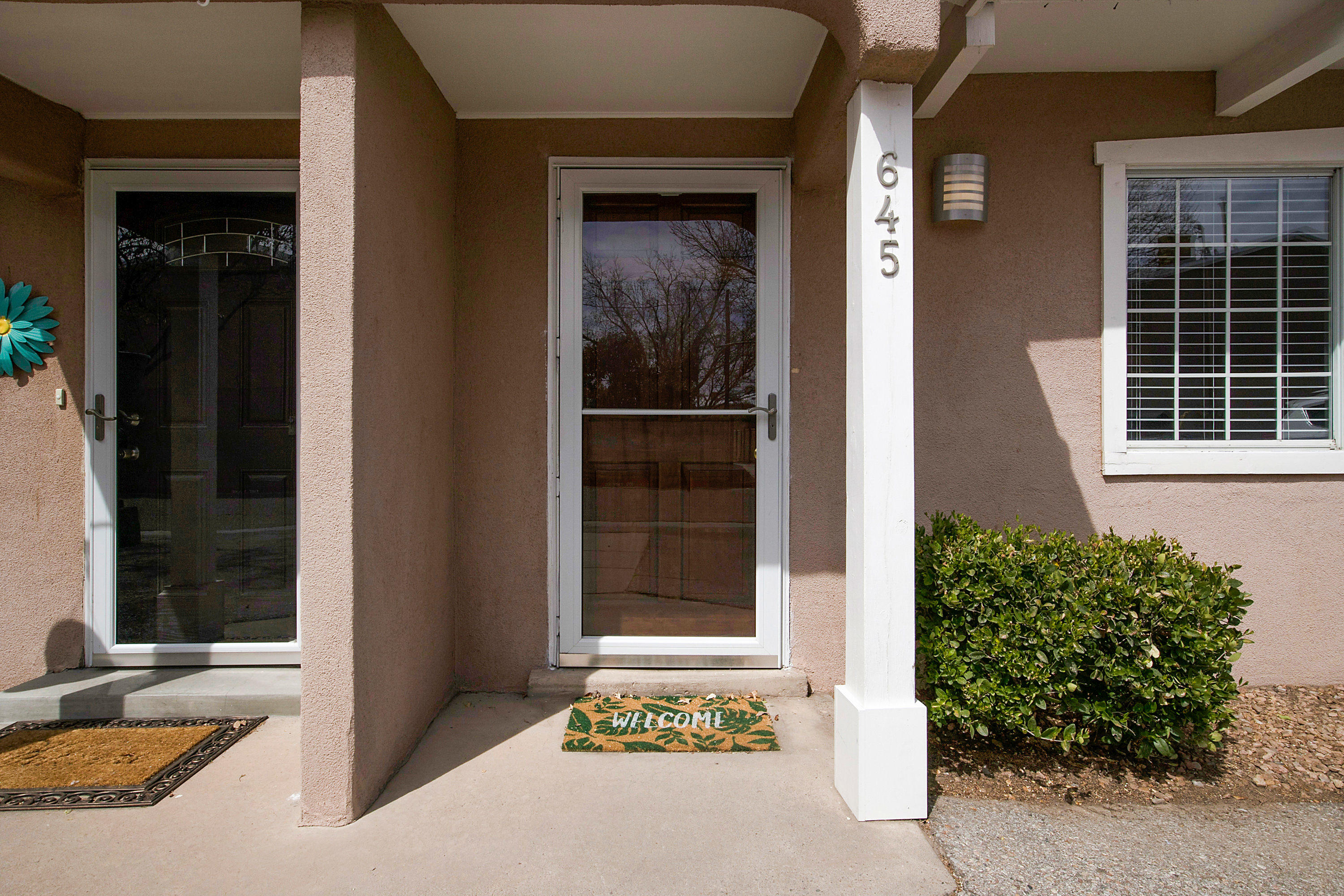 Come see this beautiful townhome is located in the heart of North Valley.  When you walk in you will immediately notice the fresh paint and brand new carpet.  It has a park less then a block away.  You have short couple block walk to Planet Fitness in the morning or to Dinner at Sadie's, Little Anita, and Luigis.  Smith is right around the corner as well.  Such a convenient location in the north valley.  It wont last long.