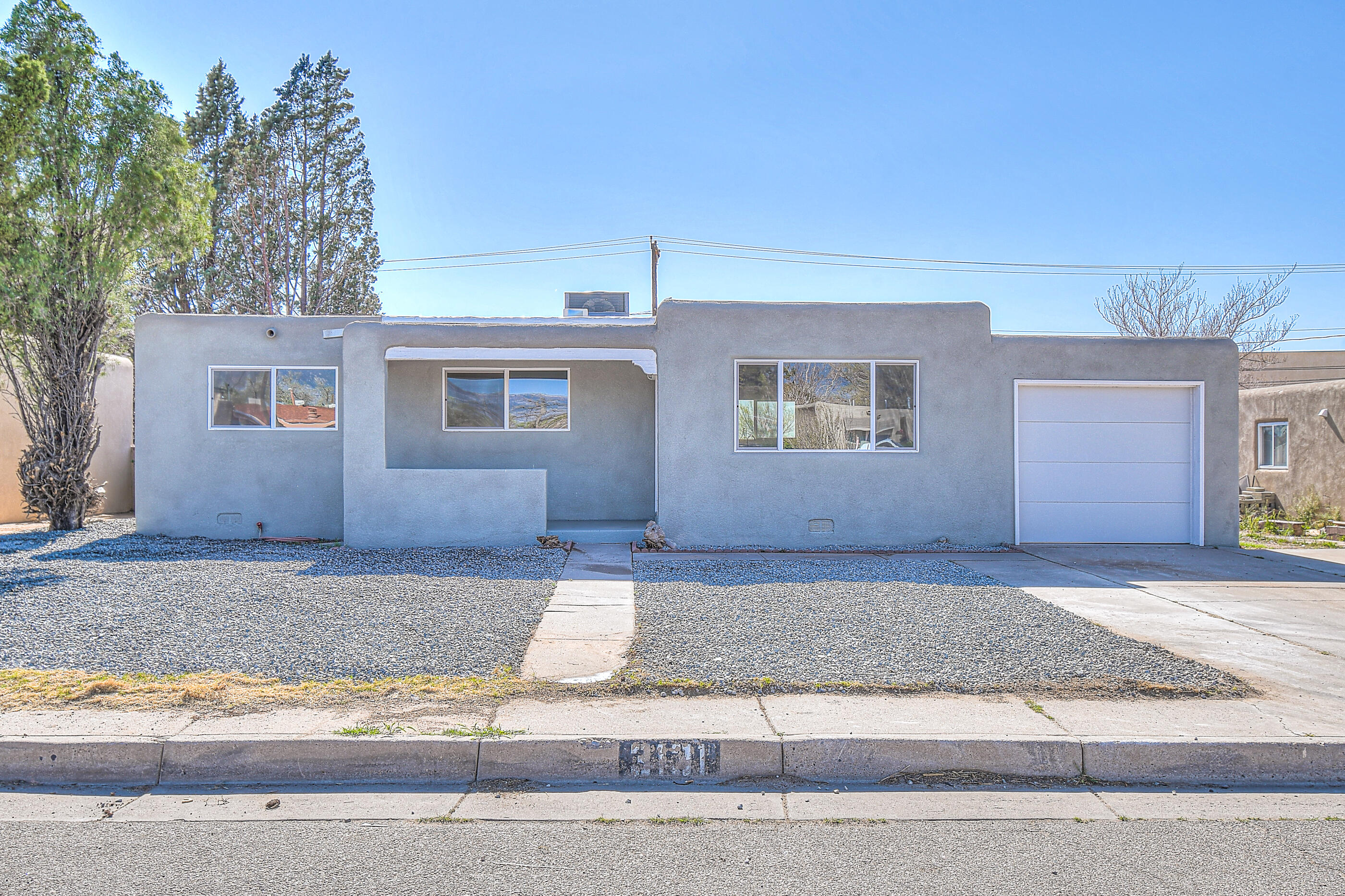 3 bedroom 2bath uptown gem has been tastefully updated and is move in ready!  Close to shopping, malls, eateries with easy freeway access.  Living room opens to beautiful updated kitchen that includes new stainless steel appliances.  Bathrooms are gorgeous with updated backsplash!   The yard is great sized with backyard access!