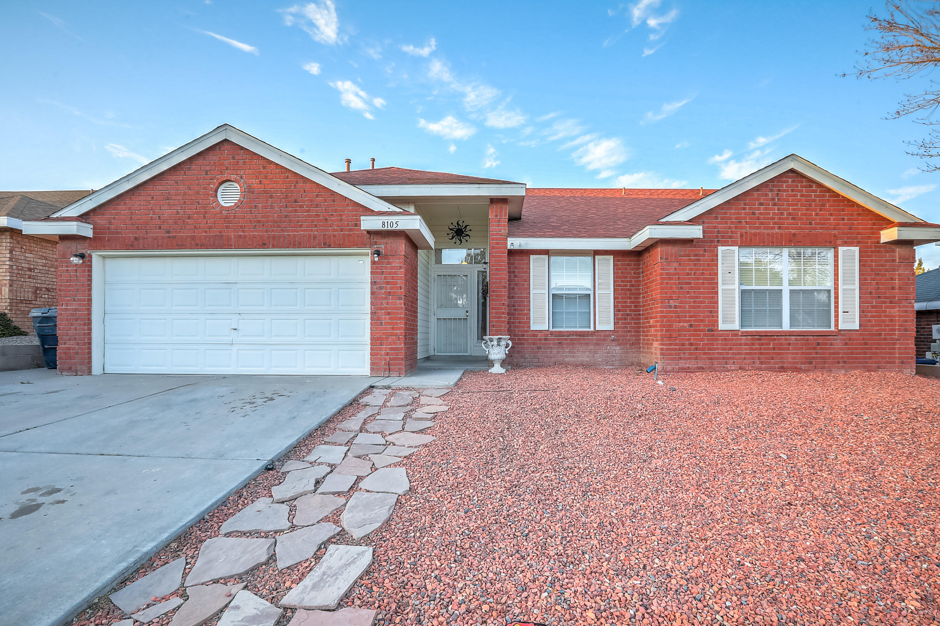 Cute brick Sivage Thomas home is a desired neighborhood. No HOA. Light and bright open floor plan. Huge Backyard with mountain views.