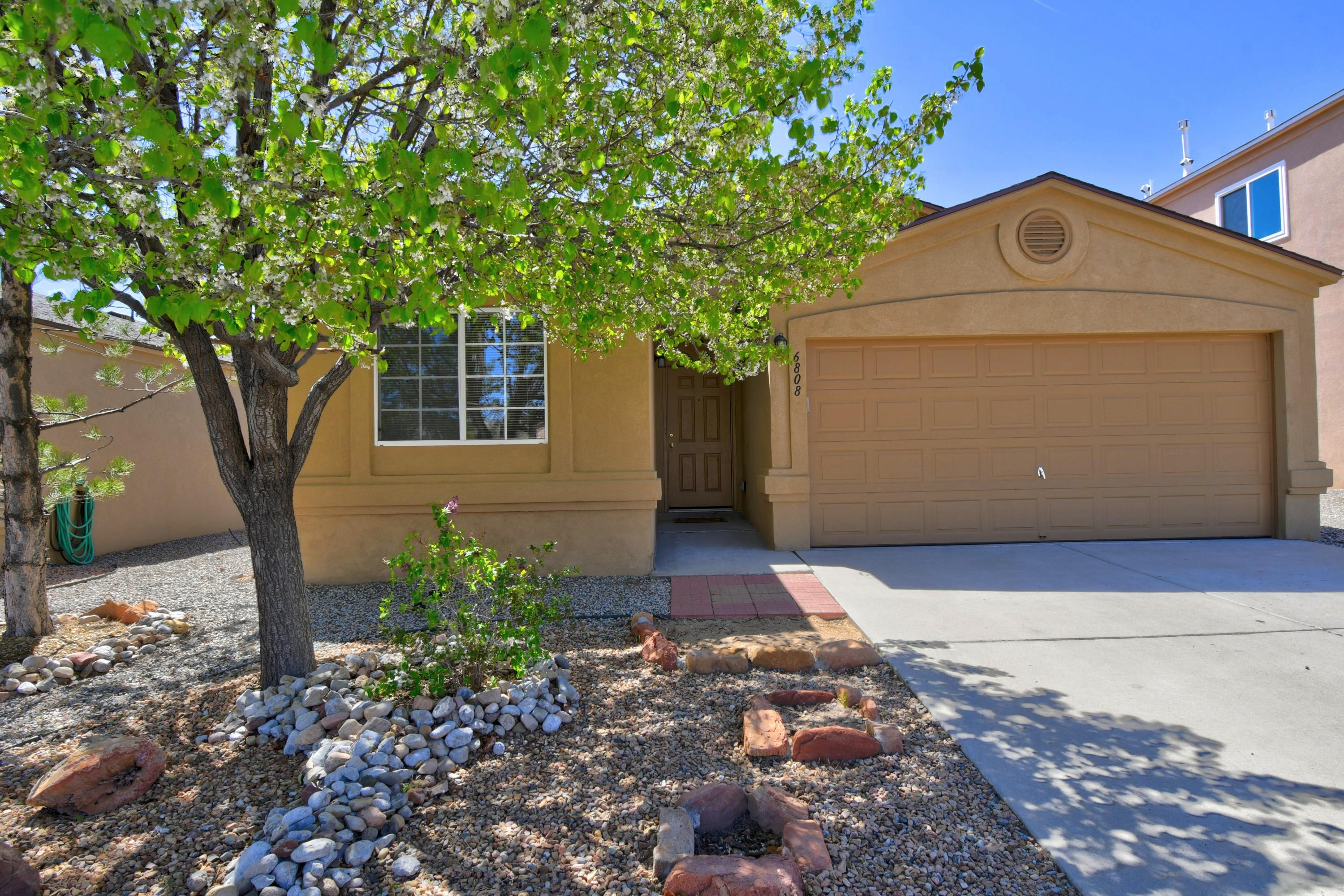 One level 4 bedroom home in Ventana Ranch!  New SS appliances - everything stays -  New Roof 2020 , New water heater 2019 and new laminate wood flooring are just a few of this homes updates.Great floor plan with natural light.  Large master and 3 additional bedrooms.  Dining area and bar in the kitchen for casual dining.Refrigerated air conditioning.This is an opportunity!