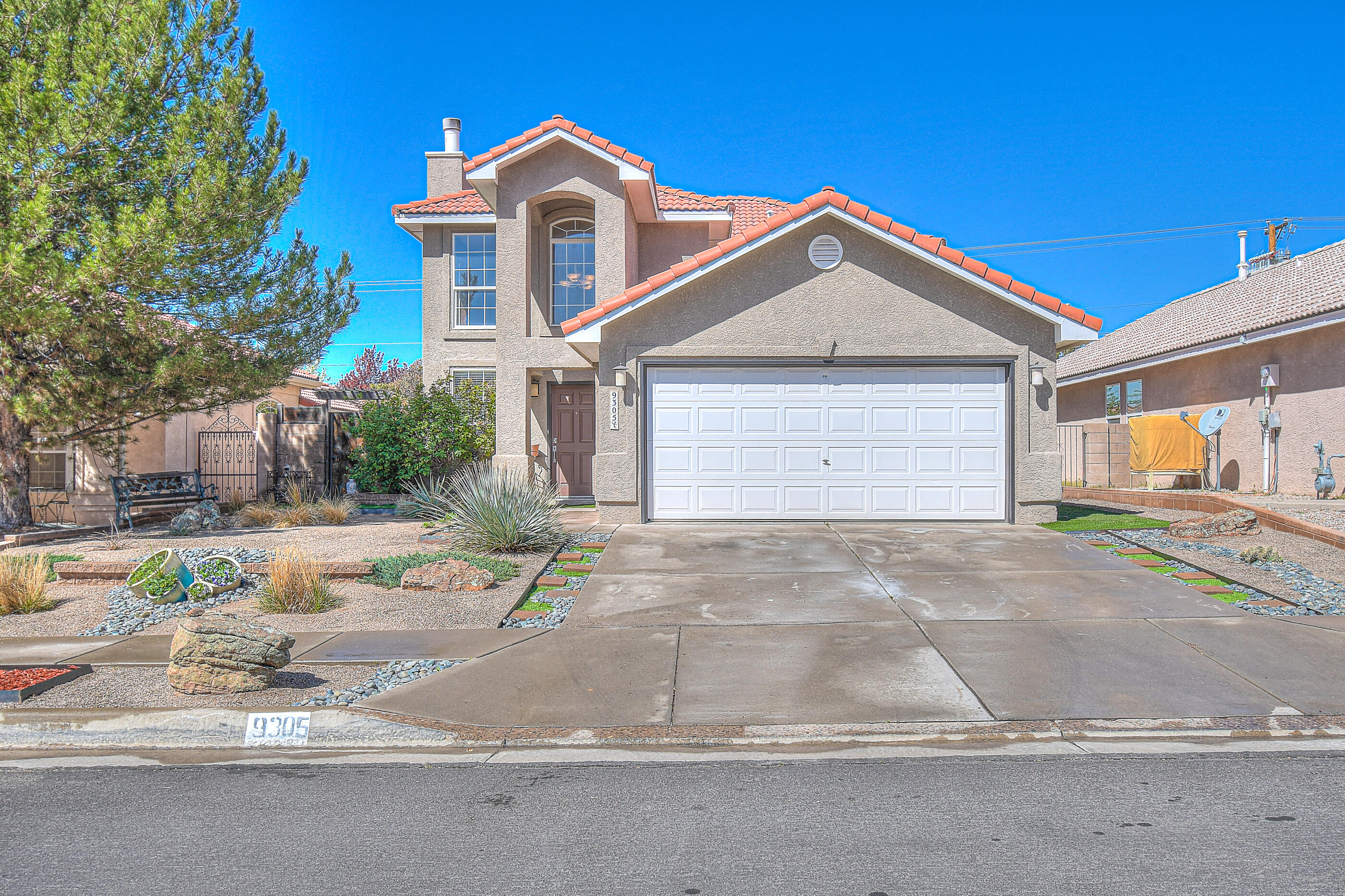 Come see this move in ready home with beautiful curb appeal. Location provides convenient access to Paseo del Norte, grocery stores, shopping centers, restaurants, golf course and other entertainment. Large open back yard offers plenty of space to design an area for gatherings or entertaining.Open house on 4/21/2021 from 12pm-4pm