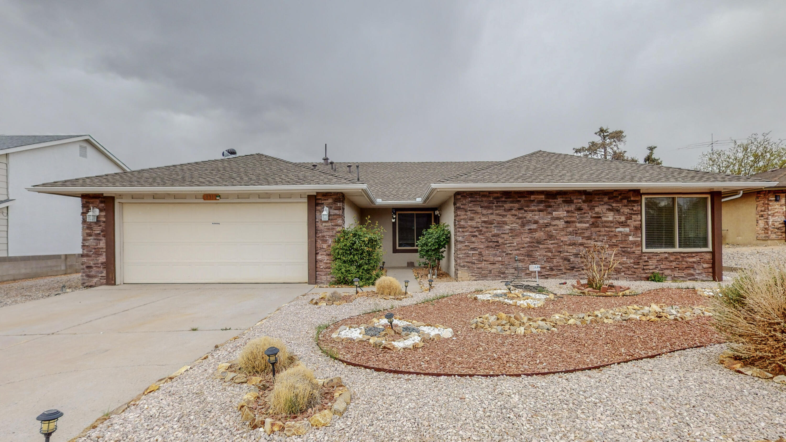 INCREDIBLE FIND! This is the ONE you have been DREAMING about! One Story? Check! La Cueva District? Check! Backyard Access w/RV Parking? Check! Private Cul-De-Sac? Check! This GORGEOUS Home boasts of Not 1, but 2 Living Areas, PLUS an additional Bonus/Office/Possible Bedroom, Open Floor Plan w/Gourmet Chef's Kitchen w/Granite Countertops & Pantry, Stone Accents throughout the Home, Ceiling Fans, Primary Suite w/Extended Vanity Area w/Mirrored Walk in Closet, Ref Air, Fully Landscaped & MORE! Entertain Friends & Fam at the Wet Bar then step Outside to the BBQ Ready Covered Patio in your Private & Spacious Landscaped Yard. Conveniently located near NE Heights Shopping, Popular Local Eats, Picturesque Parks & MORE! NOW is your Chance to live in Loma Del Norte! Call today for a Private Tour!