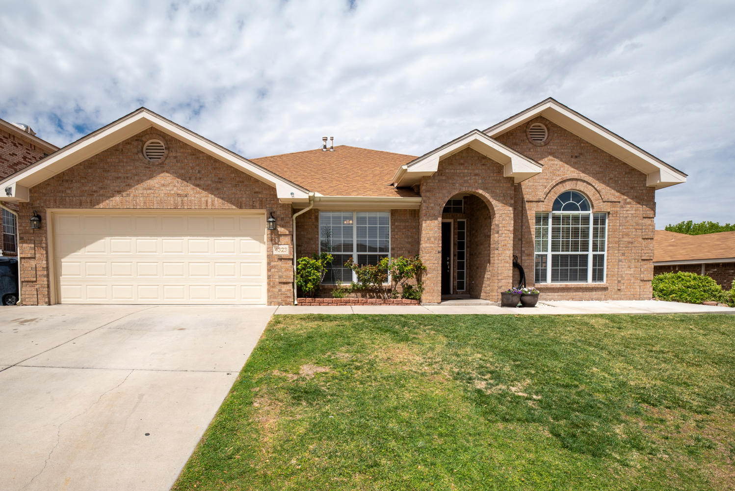Beautiful Brick Opel Jenkins home in the heart of Taylor Ranch. This home has tons of upgrades. Close to shops and easy access to Paseo del Norte. The home boasts 5 bedrooms' and 3 baths as well as a large backyard. Extra parking on the side of the home for vehicles, trailers or RV.