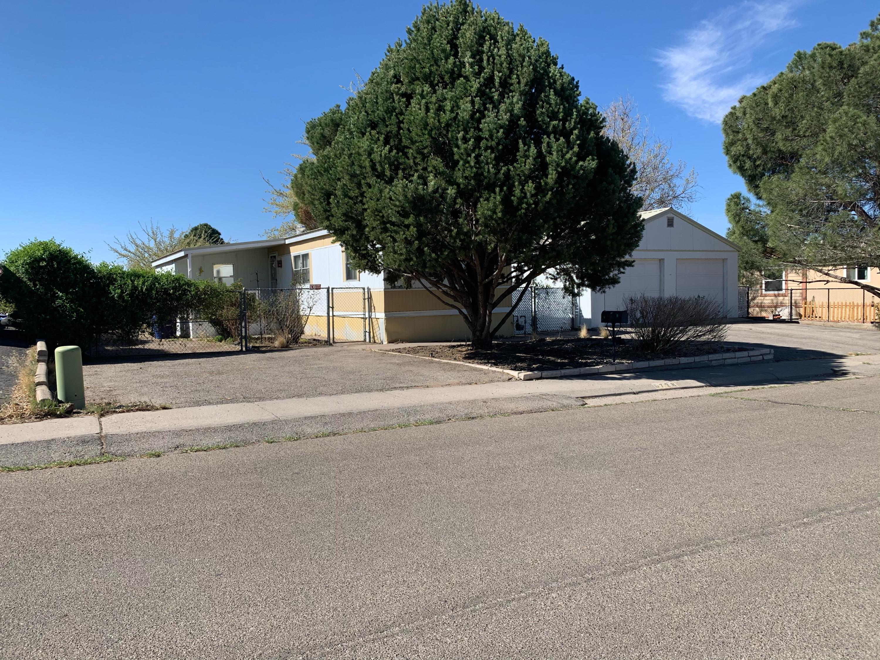 Comfortable living in Jade Park. Location is excellent: close to shopping, restaurants and close to the interstate. Refrigerator, washer and dryer remain. Covered patios, both front and back with nice shady yard. Two car garage. Bonus room that could be den or study.