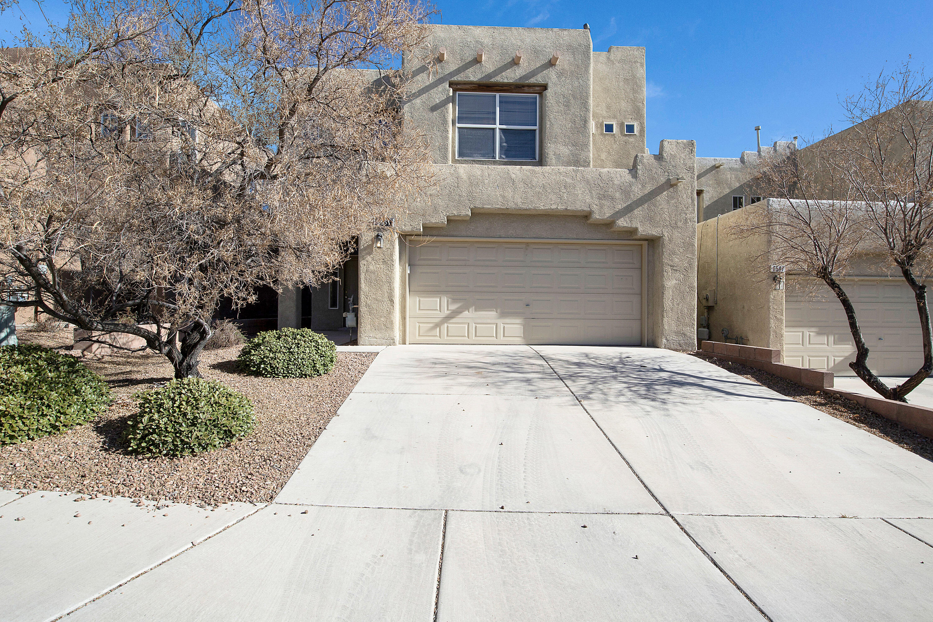 This is your opportunity to own a great townhome in Ventana Ranch!! The home features an great floorplan, high ceilings, plenty of natural light, and room for everyone to enjoy! The location is a winner, with access to shopping, dining, grocery stores, and Paseo del Norte a couple of minutes away it doesn't get much better. Come take a look at your next home!