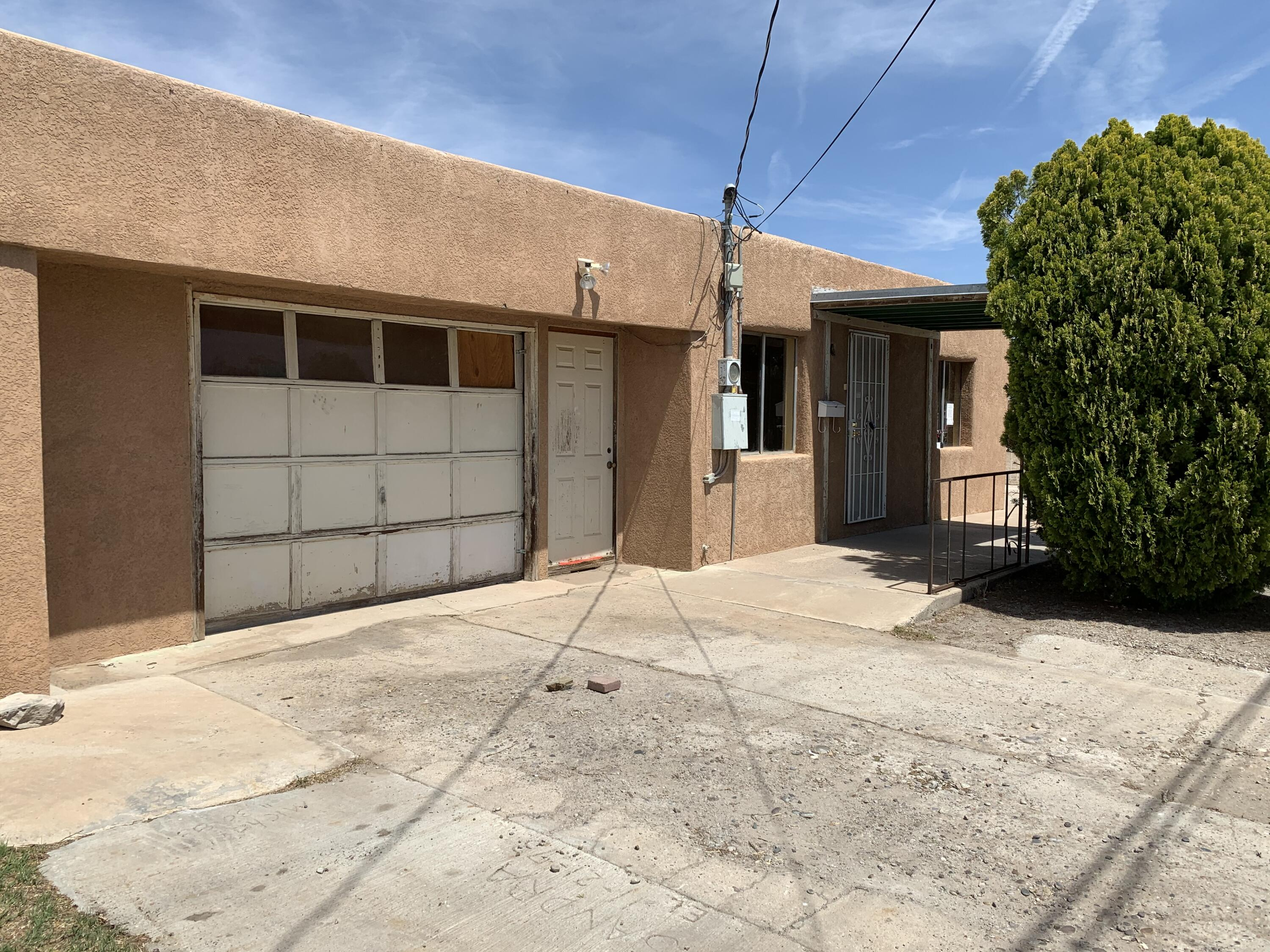 'Under Contract Taking Backup Offers',North Valley home with opportunities for some sweat equity for the home owner or savvy investor. This home features 2 bedrooms with a possibility of 3 bedrooms. Centrally located close to schools, stores and major highways.