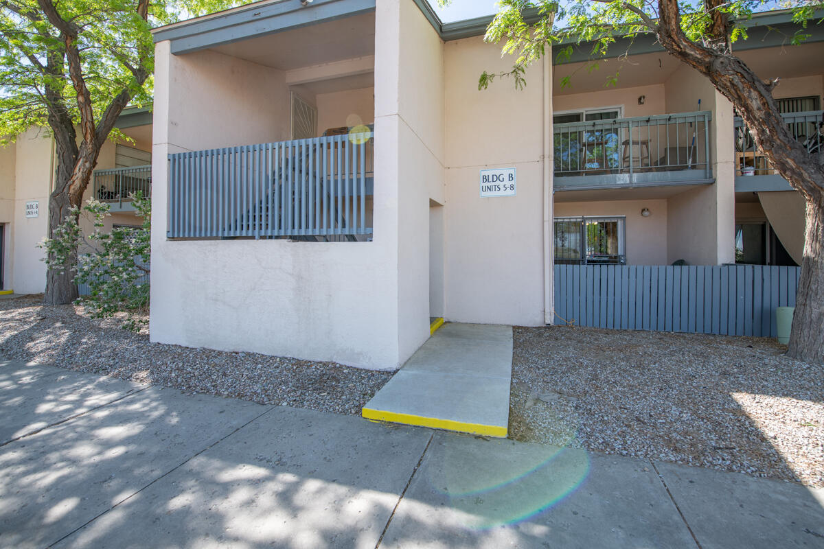 Move in Ready, first floor, 2 bedroom 1 bath Condo. Engineered Wood floors in living room, dining, bedrooms, hallway & closets. Ceramic tile in kitchen & bathroom. Laundry room with stackable Washer & Dryer. Location has easy access to I-25, shopping, park & more. HOA maintains heating, cooling, water & hot water, garbage & exterior maintenance including roof, stucco & common areas. Don't miss out, schedule your showing today!