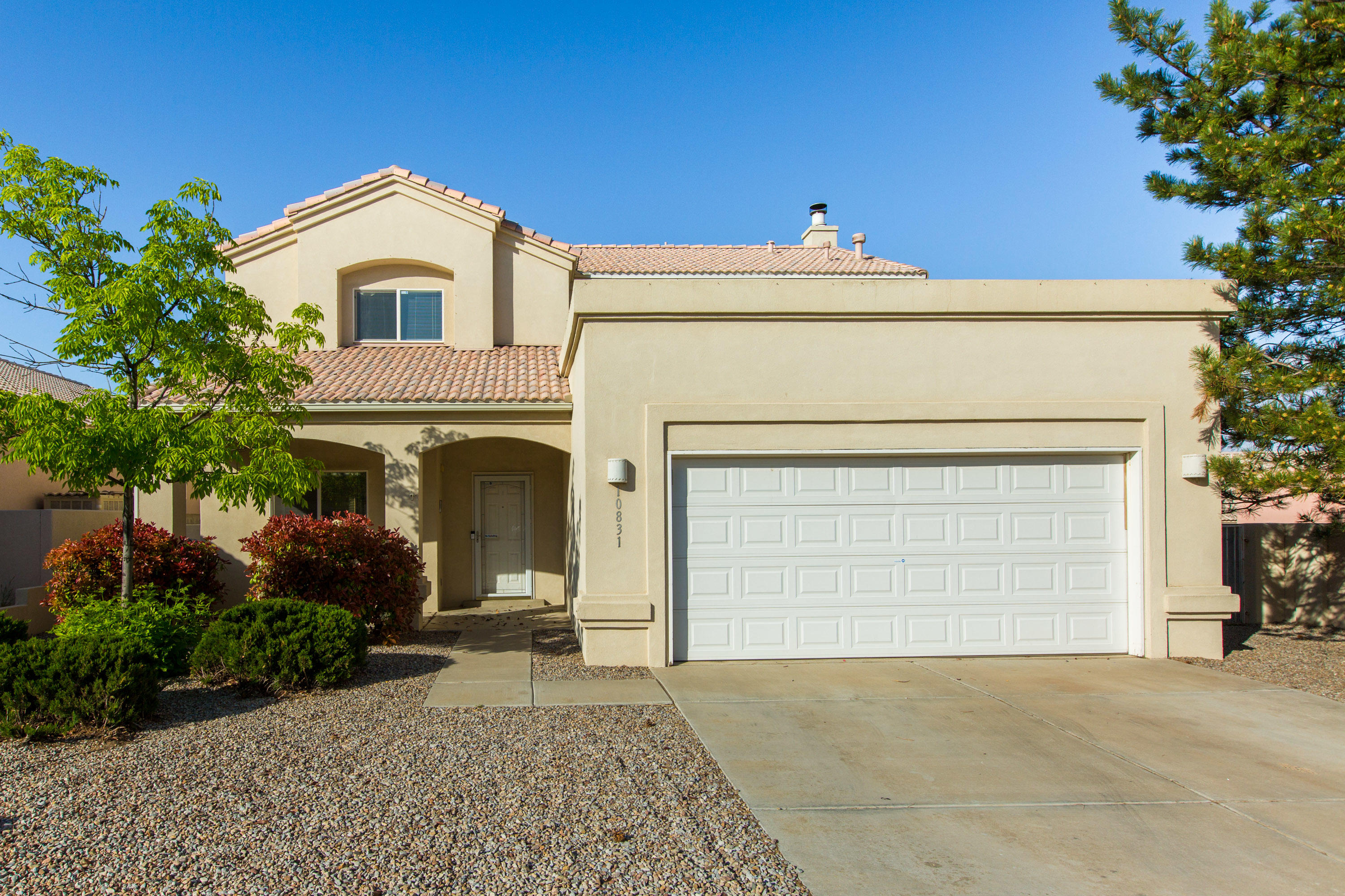 Beautiful FOUR bedroom, 2488 sq ft home in SEVEN BAR NORTH subdivision near Cottonwood Mall. Open floor plan, with large great room,high ceilings, fireplace and built-in bookcases. Formal dinning, eat in kitchen with oversize patio doors that open on to covered patio area. Large master bedroomwith balcony, walk-in closet, separate tub and shower. All bedrooms are upstairs. Finished 2 car garage. Landscaped front and backyard, Tile roof