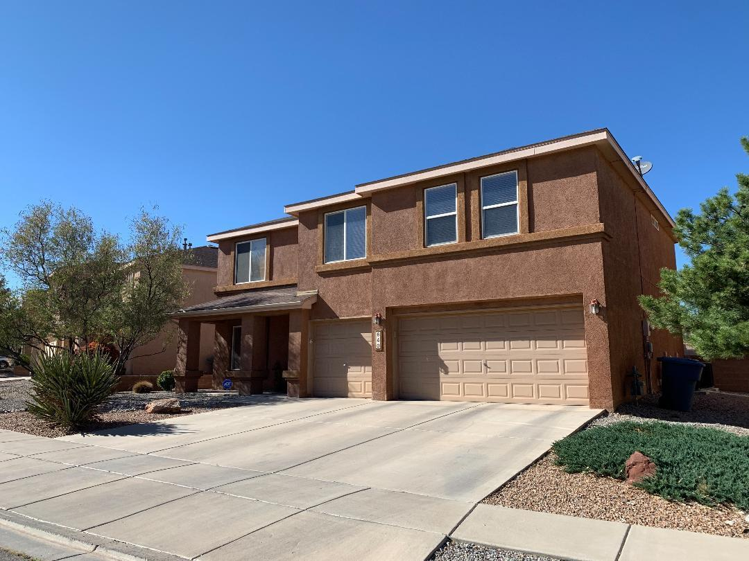Beautiful 4 Bedroom 3 bath Pulte home located in the Heart of Los Lunas. This home is turn key ready, and features 2 living areas, large kitchen pantry, stainless steel appliances, Refrigerator stays, Large walk in closets, 3 car ''Finished'' garage w/ Remotes, Lots of storage space, Fully landscaped front & back, Located close to beautiful park, schools, shopping, restaurants, and fast easy access to Interstate 25. Extremely WELL maintained home!
