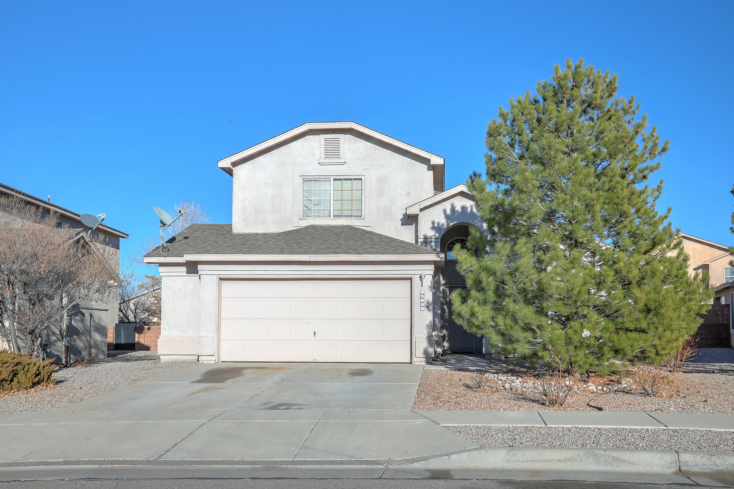 Active under contract .. Taking backup offers Welcome home!
