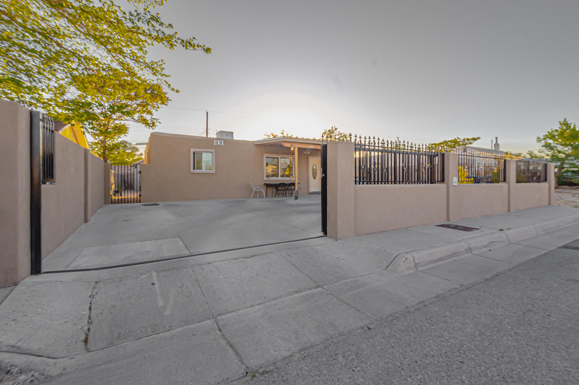 Affordable two bedroom home with back yard access. Close to shopping areas.